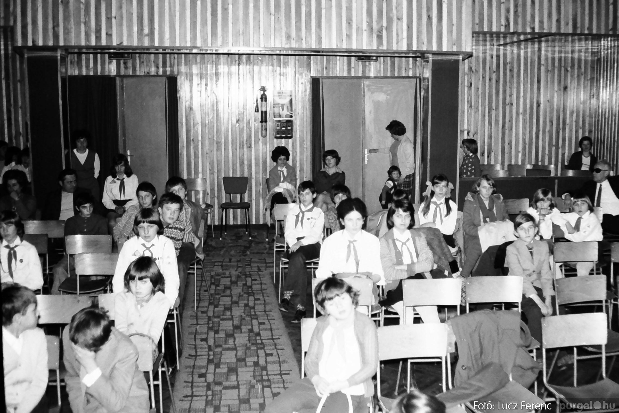 036-037. 1976. Diákprogram a kultúrházban 033 - Fotó: Lucz Ferenc.jpg