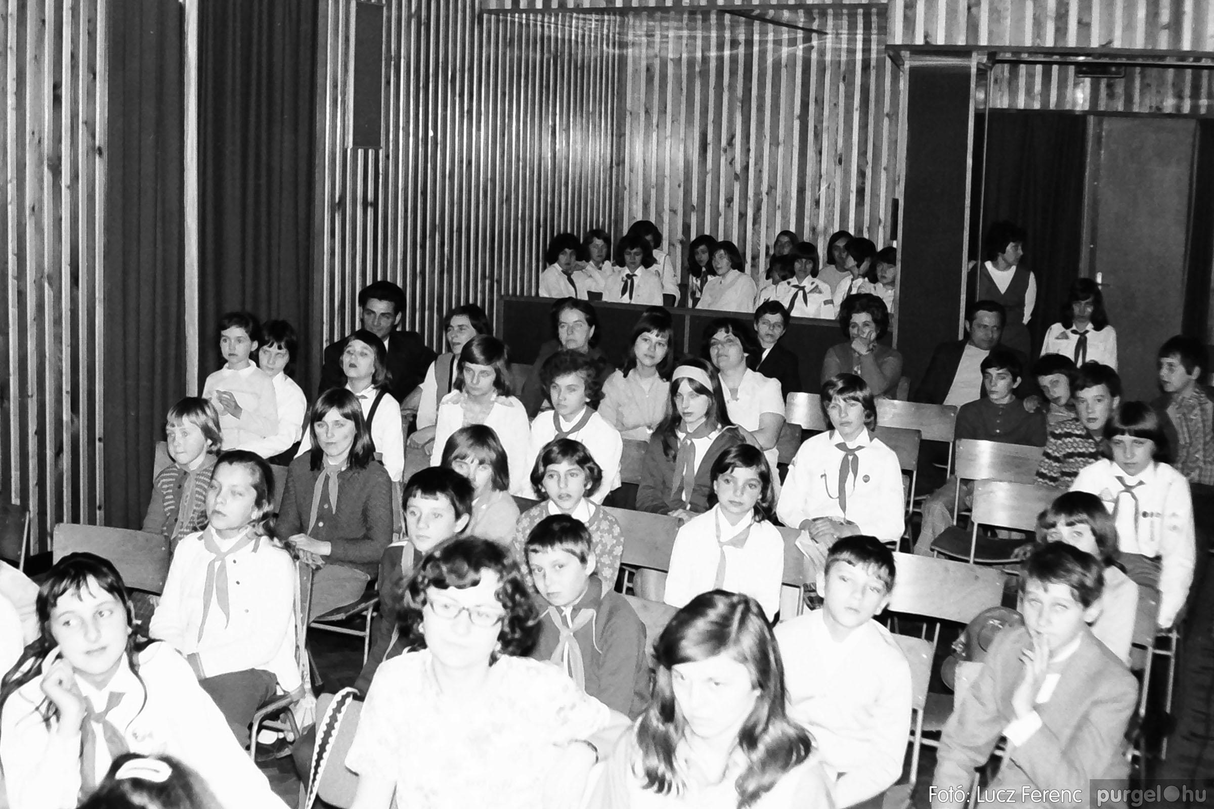 036-037. 1976. Diákprogram a kultúrházban 032 - Fotó: Lucz Ferenc.jpg