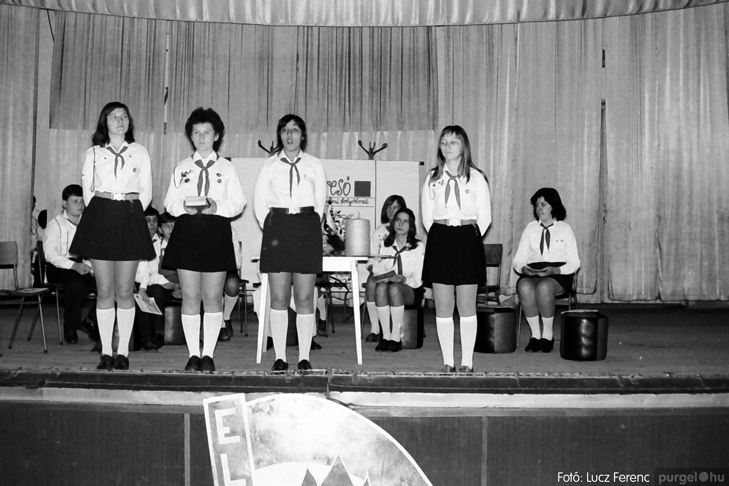 036-037. 1976. Diákprogram a kultúrházban 019 - Fotó: Lucz Ferenc.jpg
