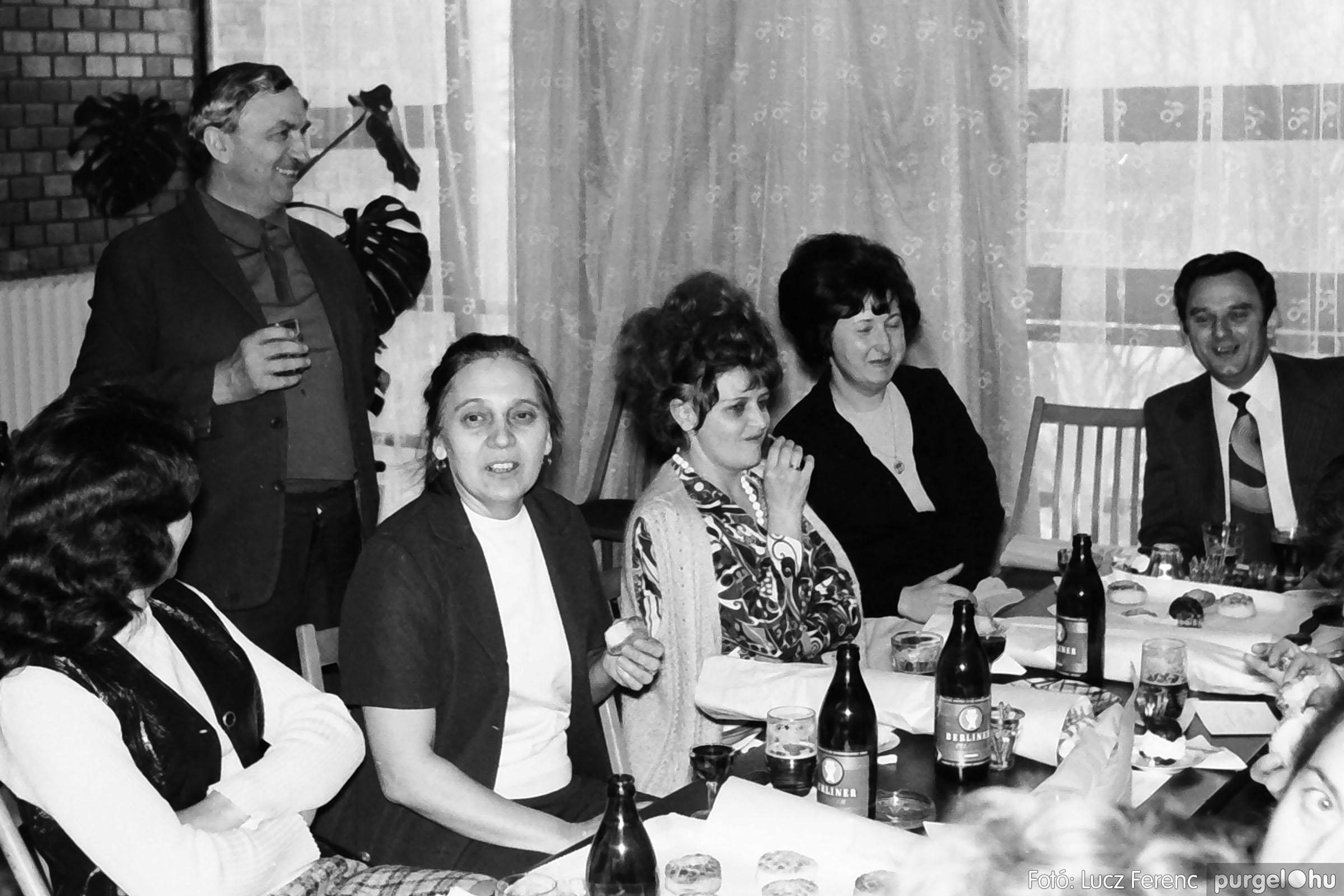 037. 1976. Összejövetel a tanácsházban 006 - Fotó: Lucz Ferenc.jpg