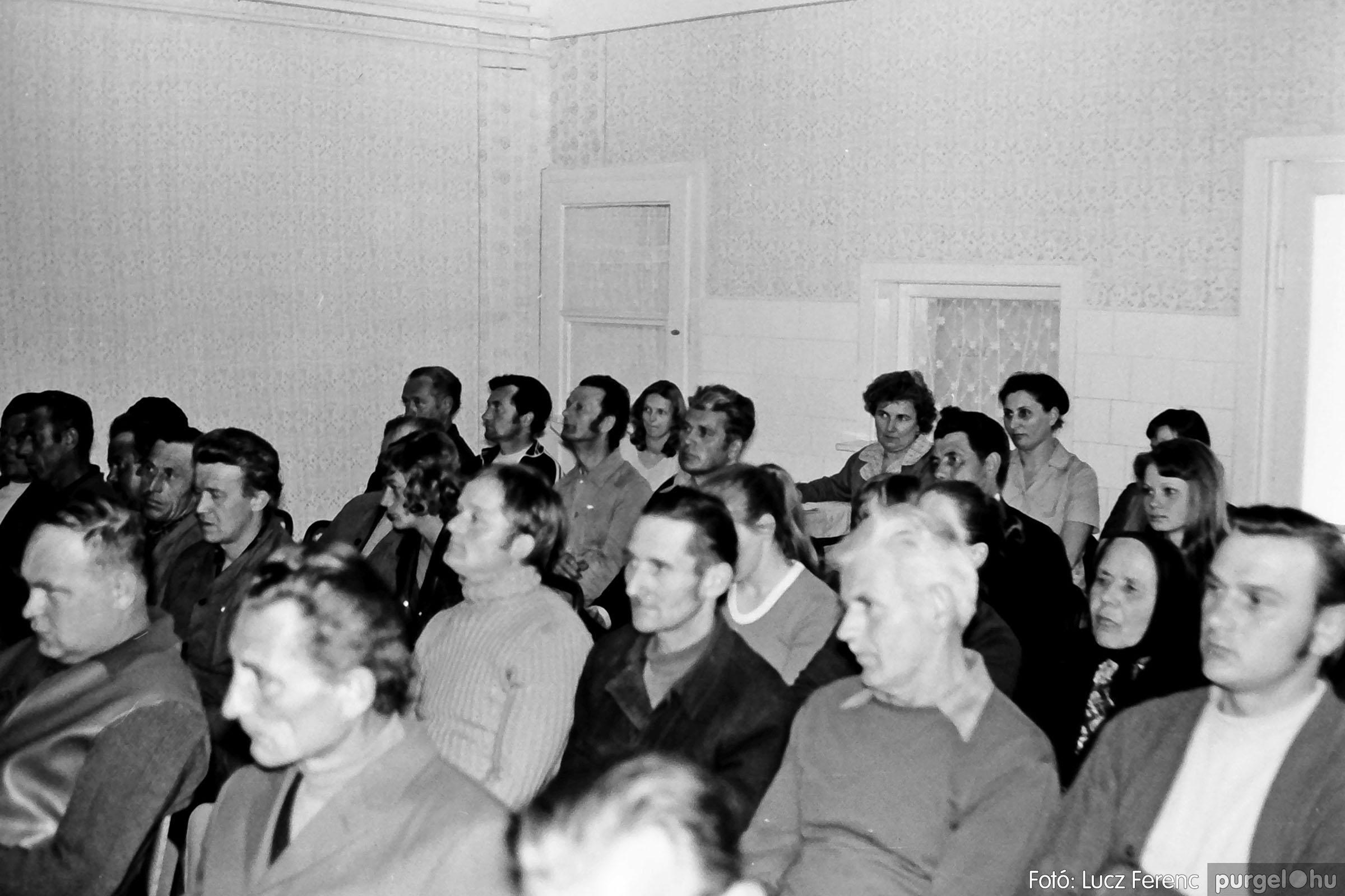 038. 1976. Ünnepség a kendergyárban 019. - Fotó: Lucz Ferenc.jpg