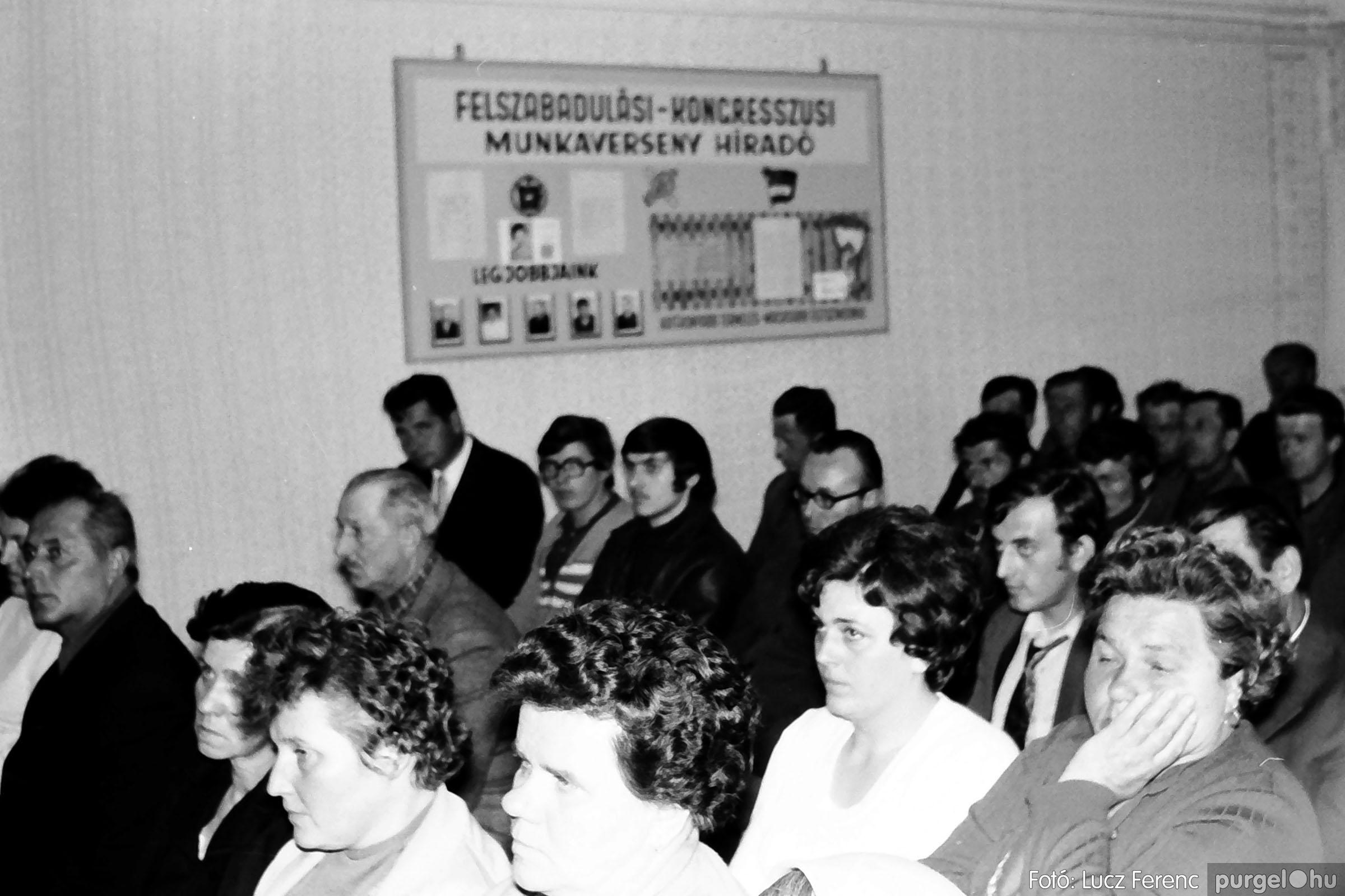 038. 1976. Ünnepség a kendergyárban 018. - Fotó: Lucz Ferenc.jpg