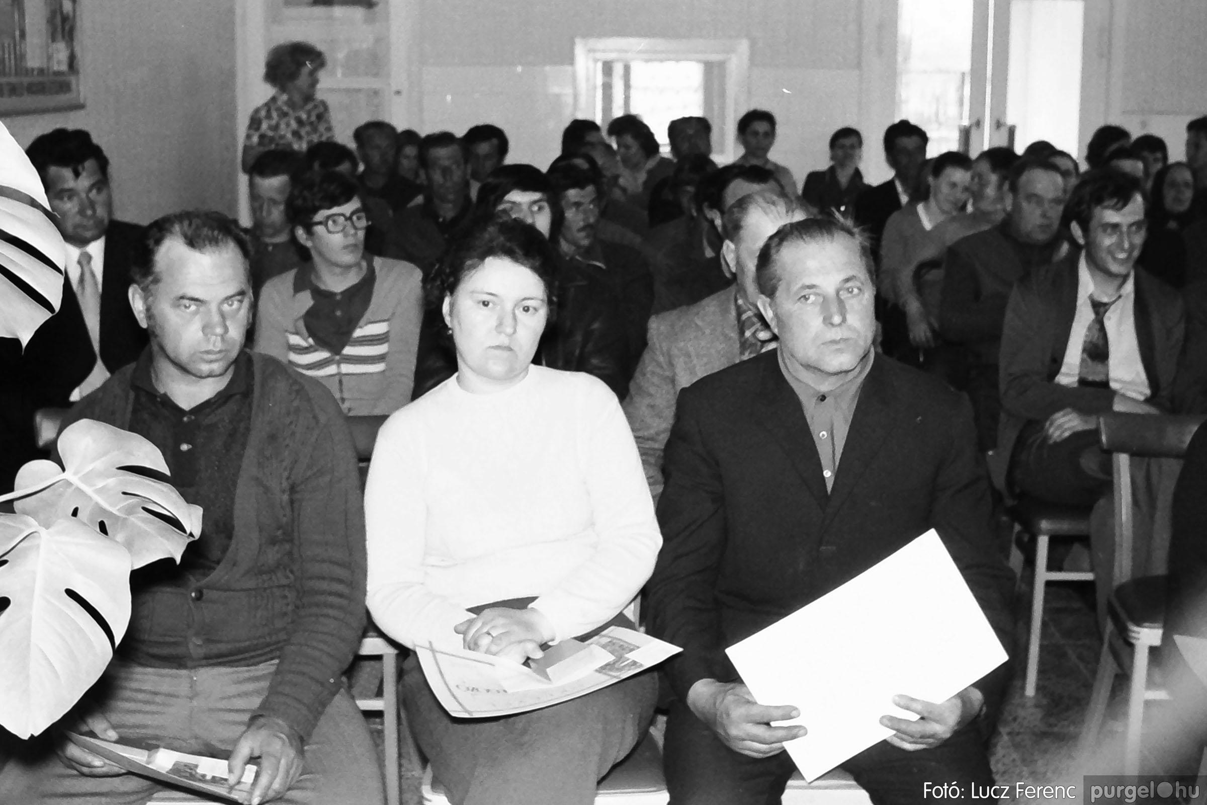038. 1976. Ünnepség a kendergyárban 017. - Fotó: Lucz Ferenc.jpg