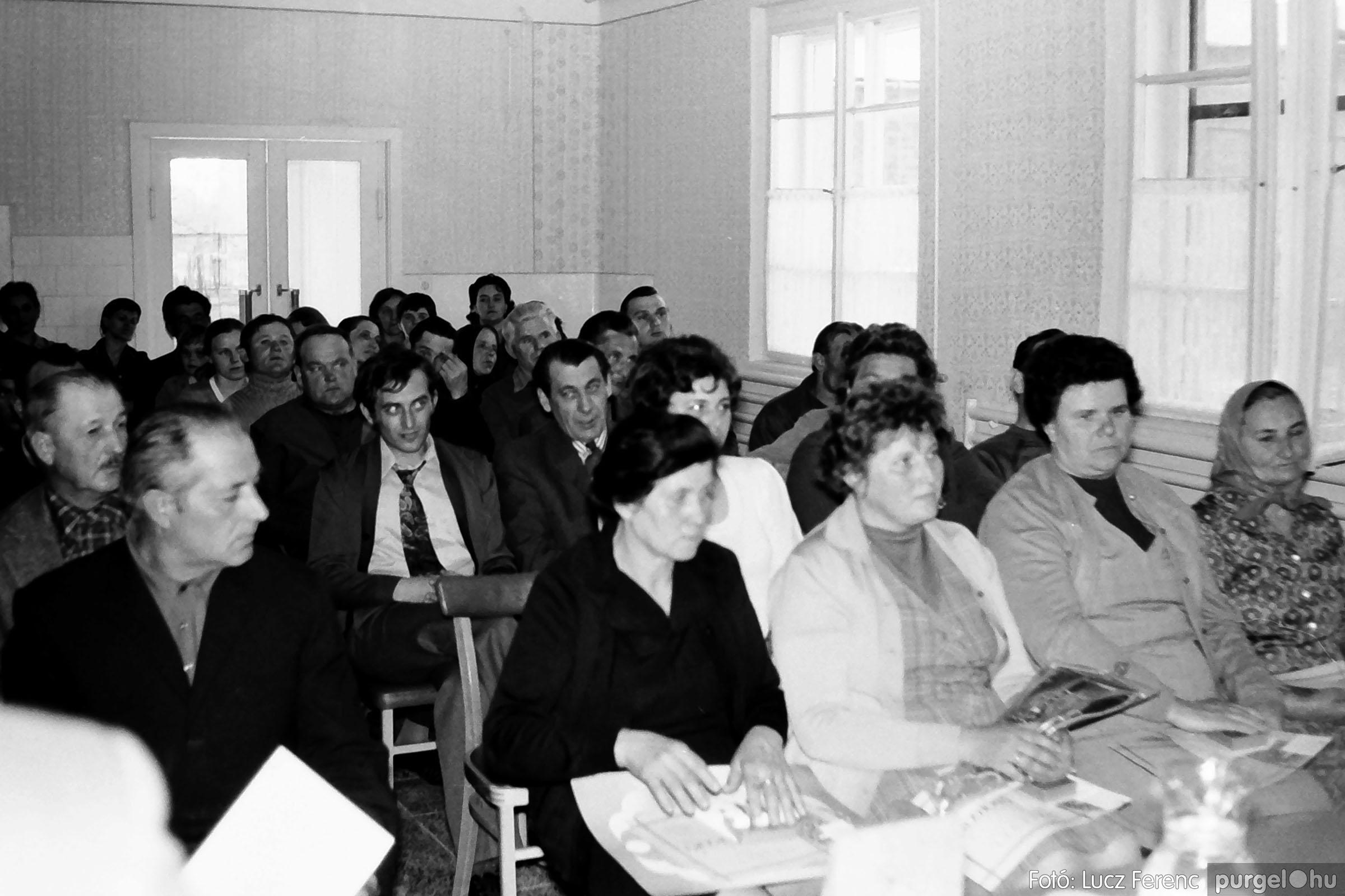 038. 1976. Ünnepség a kendergyárban 016. - Fotó: Lucz Ferenc.jpg