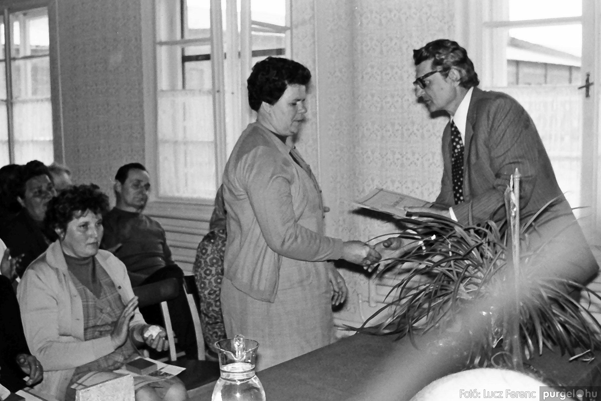 038. 1976. Ünnepség a kendergyárban 012. - Fotó: Lucz Ferenc.jpg