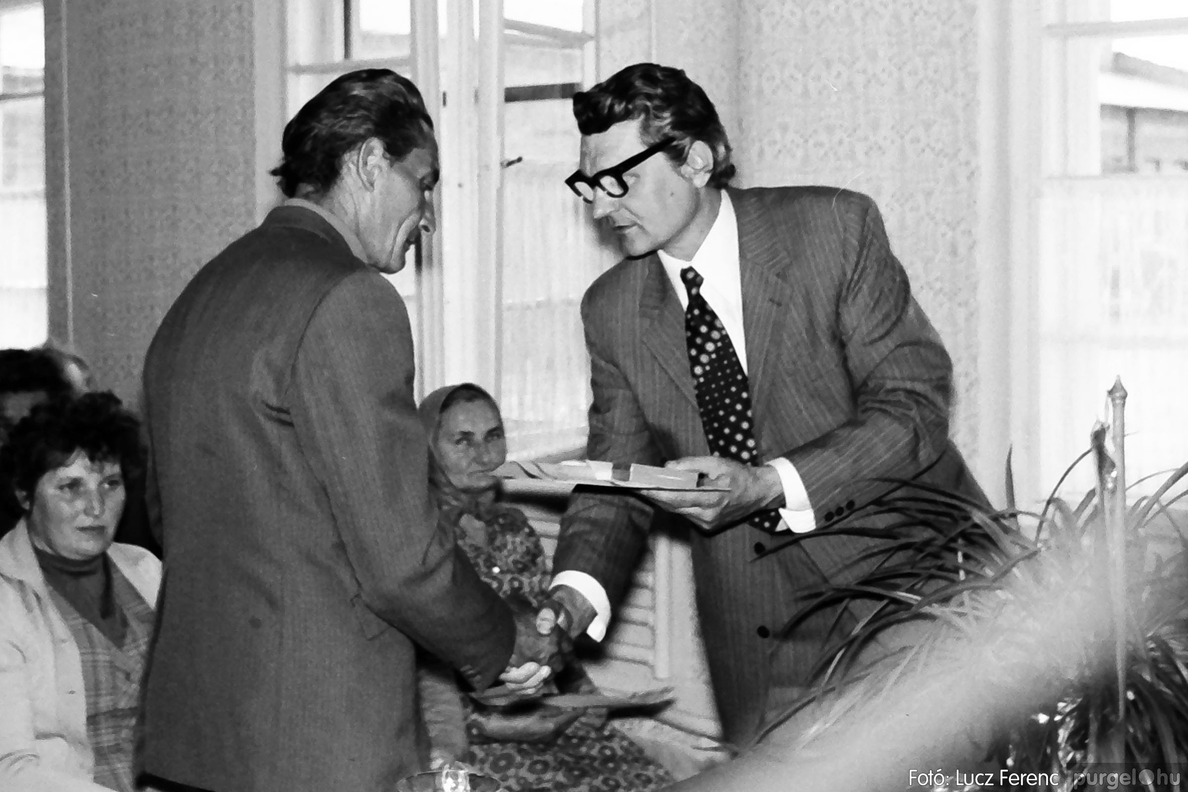 038. 1976. Ünnepség a kendergyárban 011. - Fotó: Lucz Ferenc.jpg