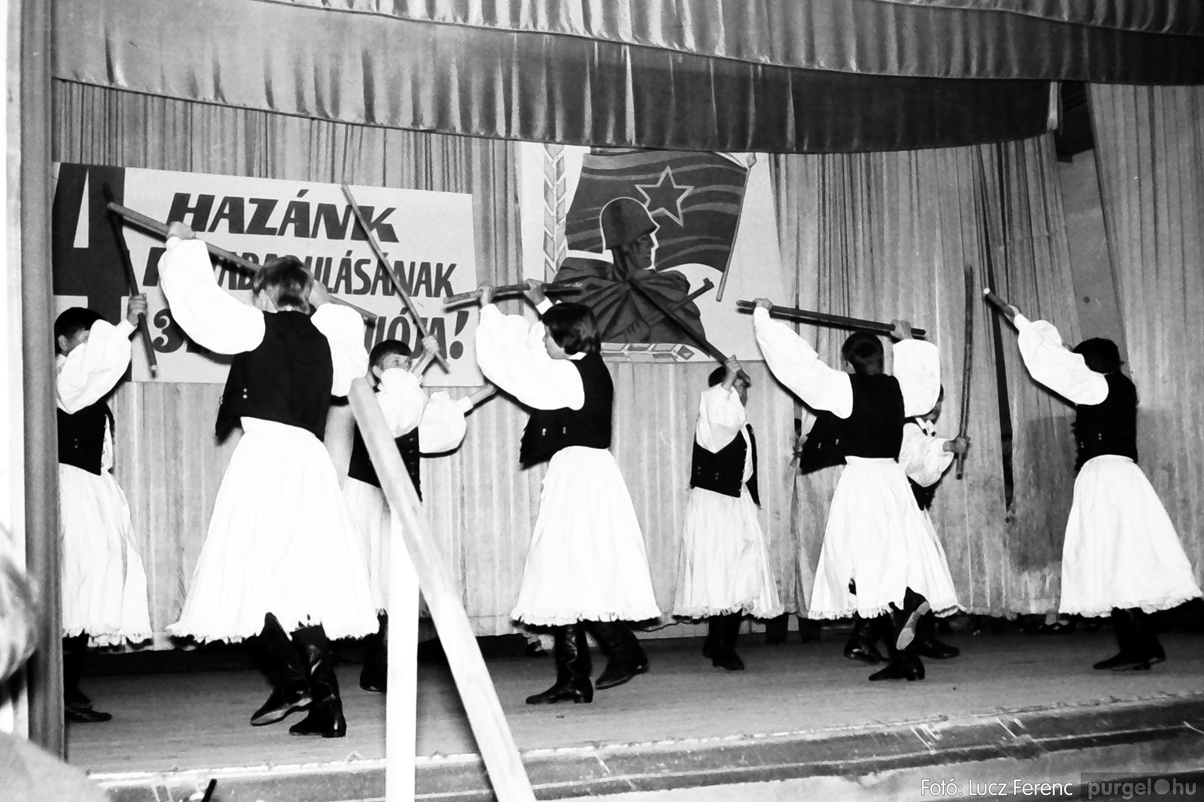 039. 1976.04.04. Április 4-i ünnepség a kultúrházban 031. - Fotó: Lucz Ferenc.jpg