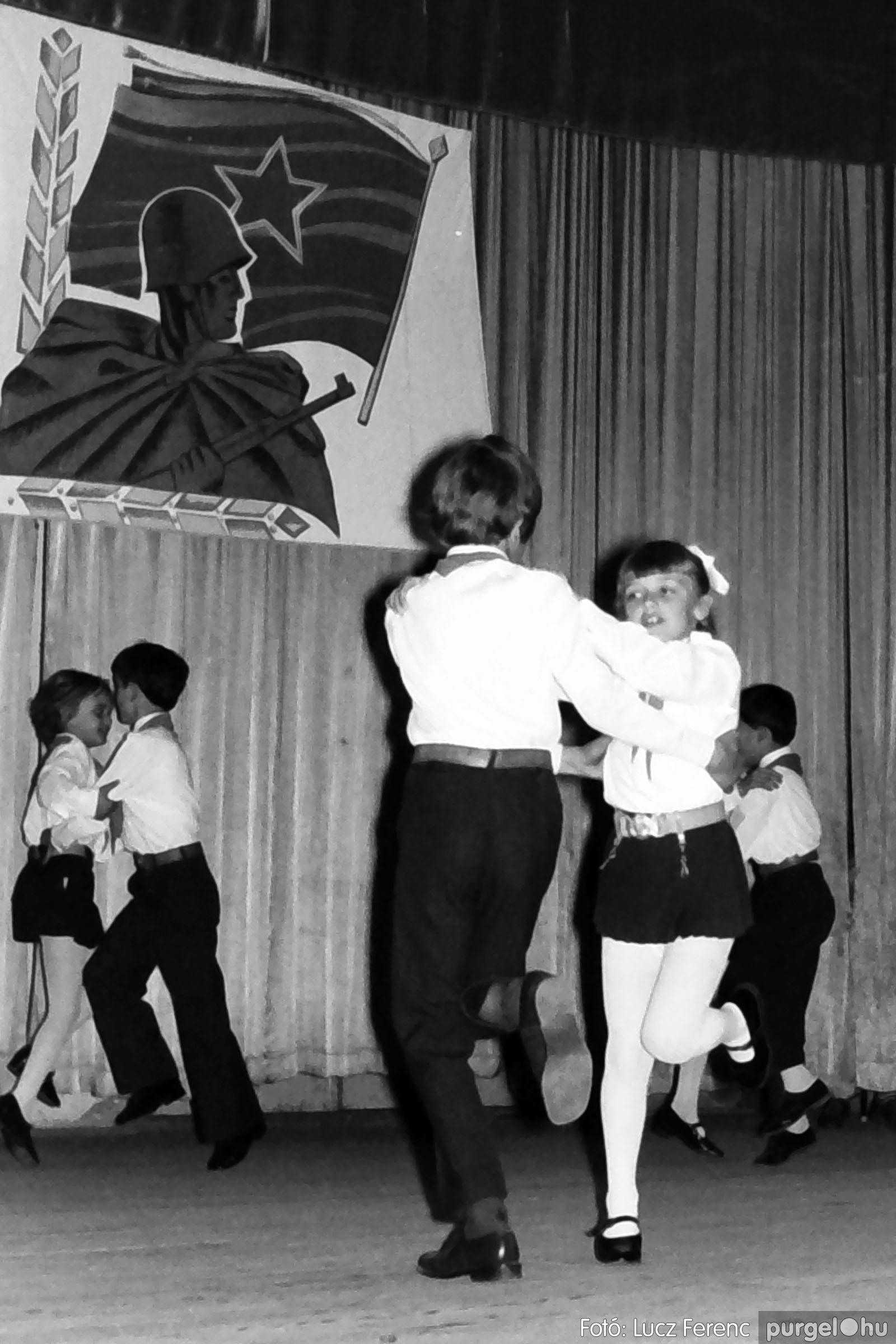 039. 1976.04.04. Április 4-i ünnepség a kultúrházban 028. - Fotó: Lucz Ferenc.jpg