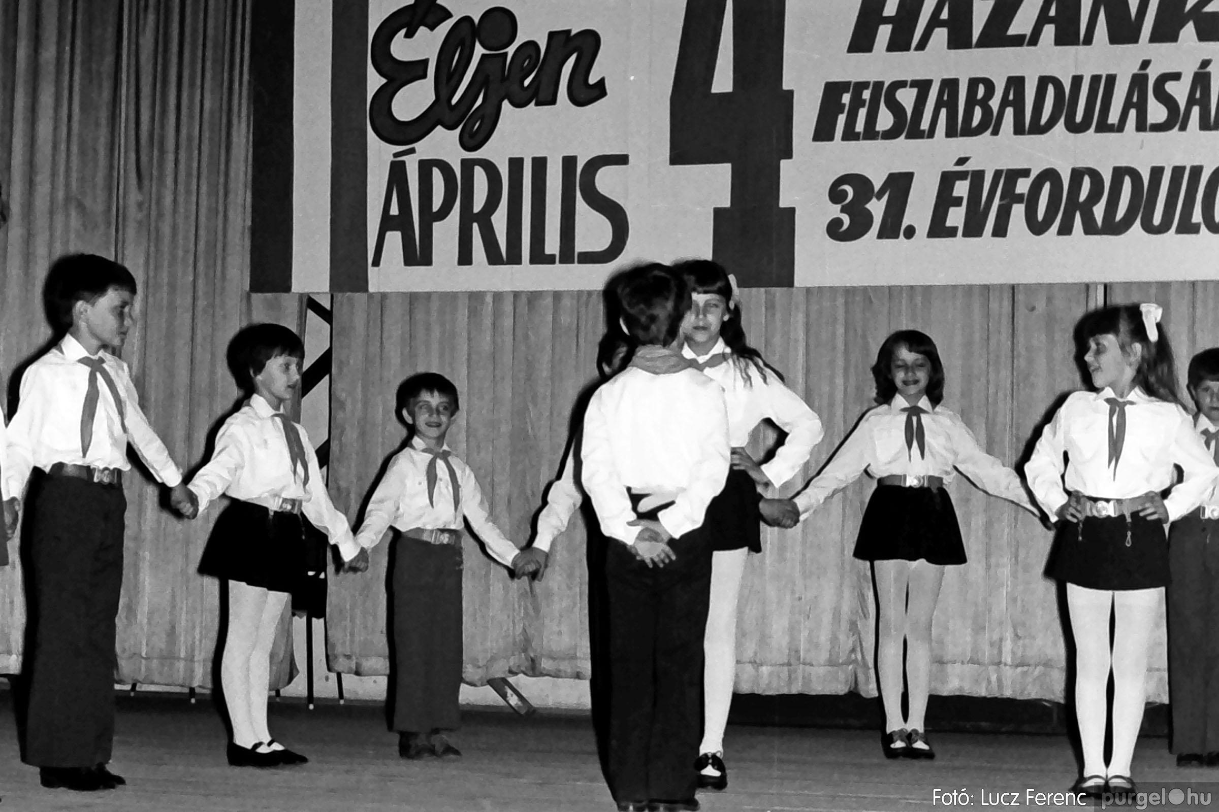039. 1976.04.04. Április 4-i ünnepség a kultúrházban 027. - Fotó: Lucz Ferenc.jpg