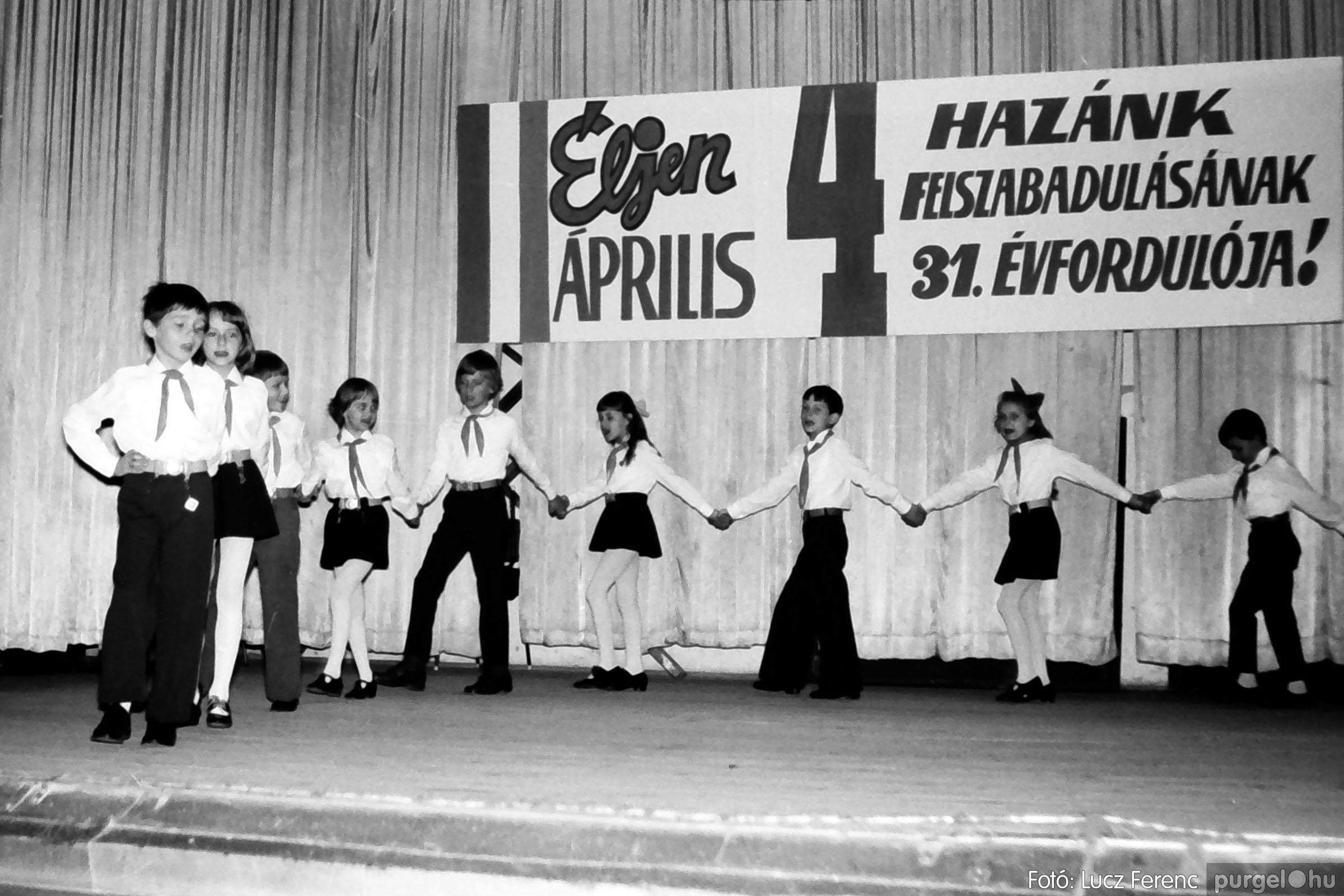 039. 1976.04.04. Április 4-i ünnepség a kultúrházban 025. - Fotó: Lucz Ferenc.jpg