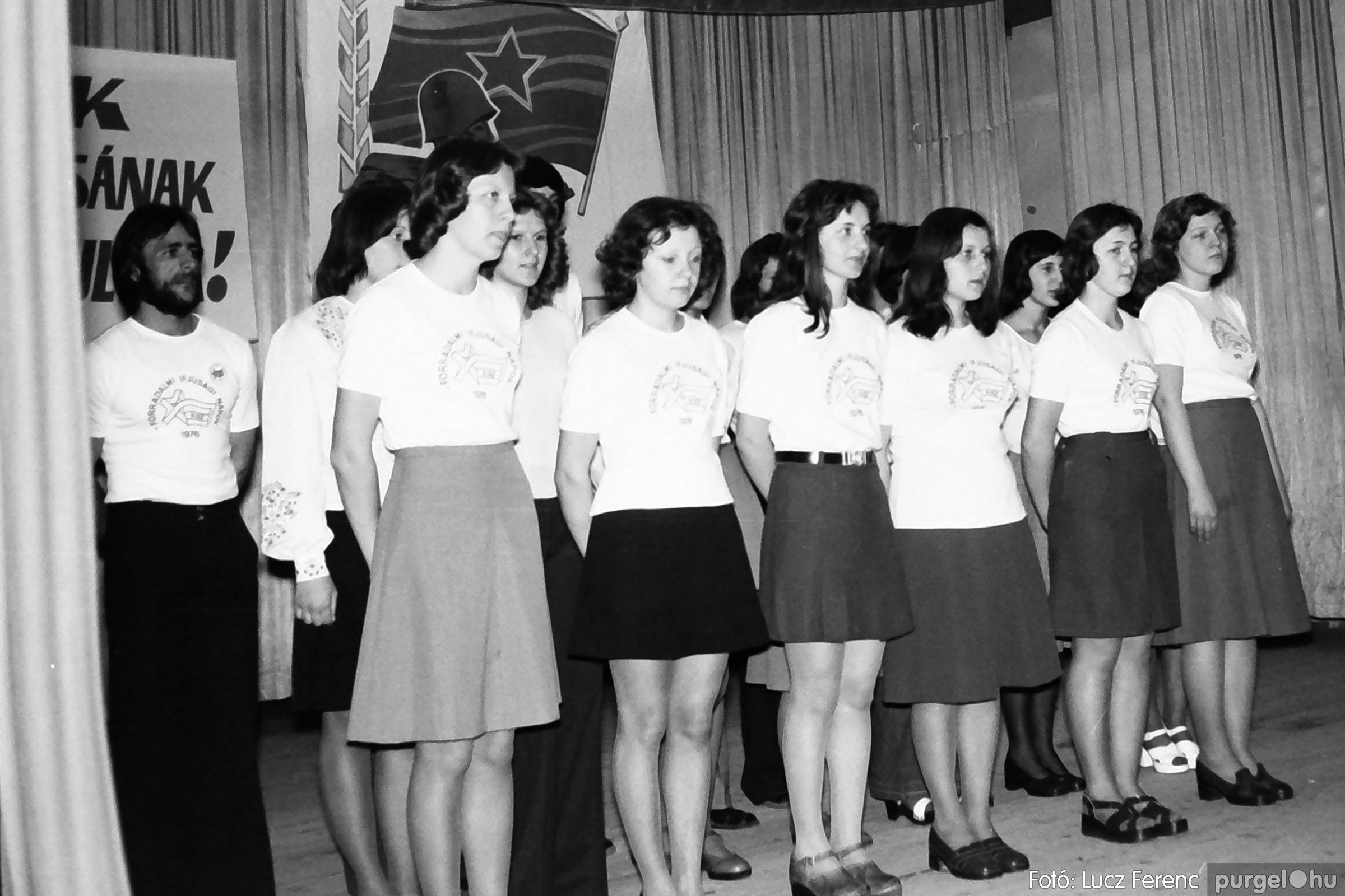 039. 1976.04.04. Április 4-i ünnepség a kultúrházban 021. - Fotó: Lucz Ferenc.jpg