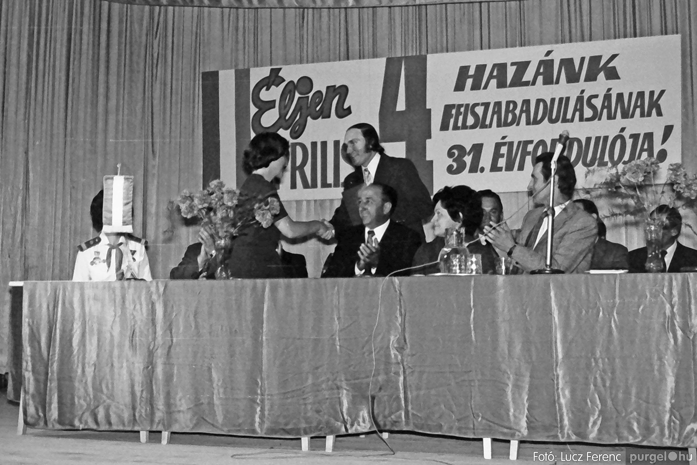 039. 1976.04.04. Április 4-i ünnepség a kultúrházban 016. - Fotó: Lucz Ferenc.jpg