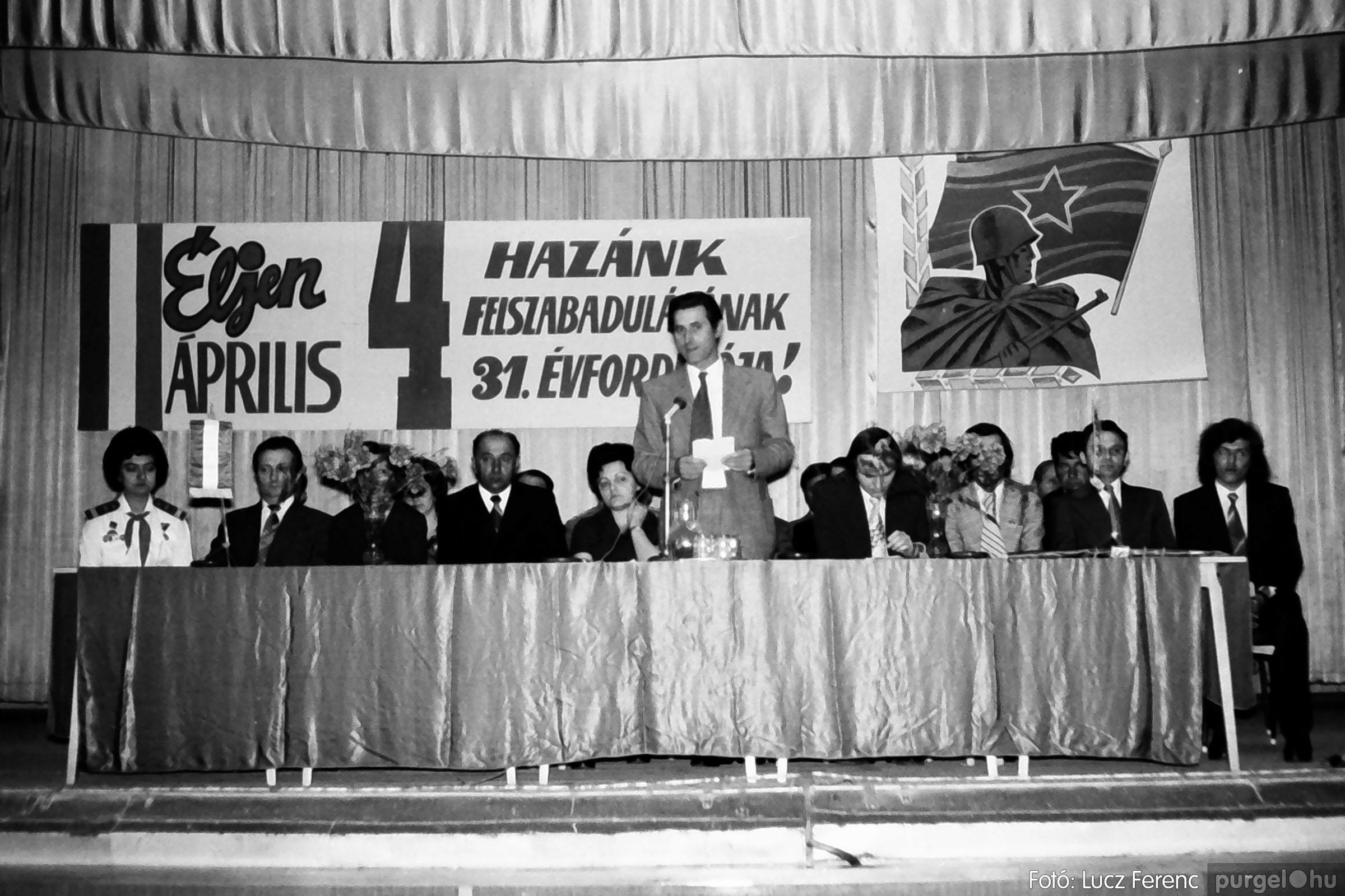 039. 1976.04.04. Április 4-i ünnepség a kultúrházban 005. - Fotó: Lucz Ferenc.jpg