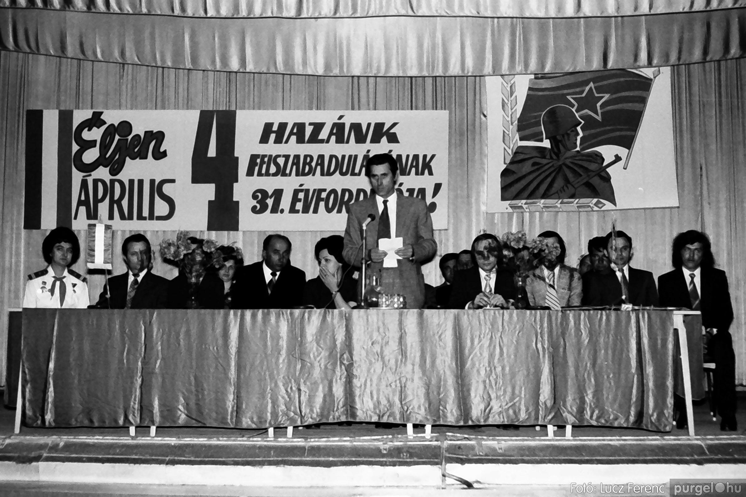 039. 1976.04.04. Április 4-i ünnepség a kultúrházban 004. - Fotó: Lucz Ferenc.jpg