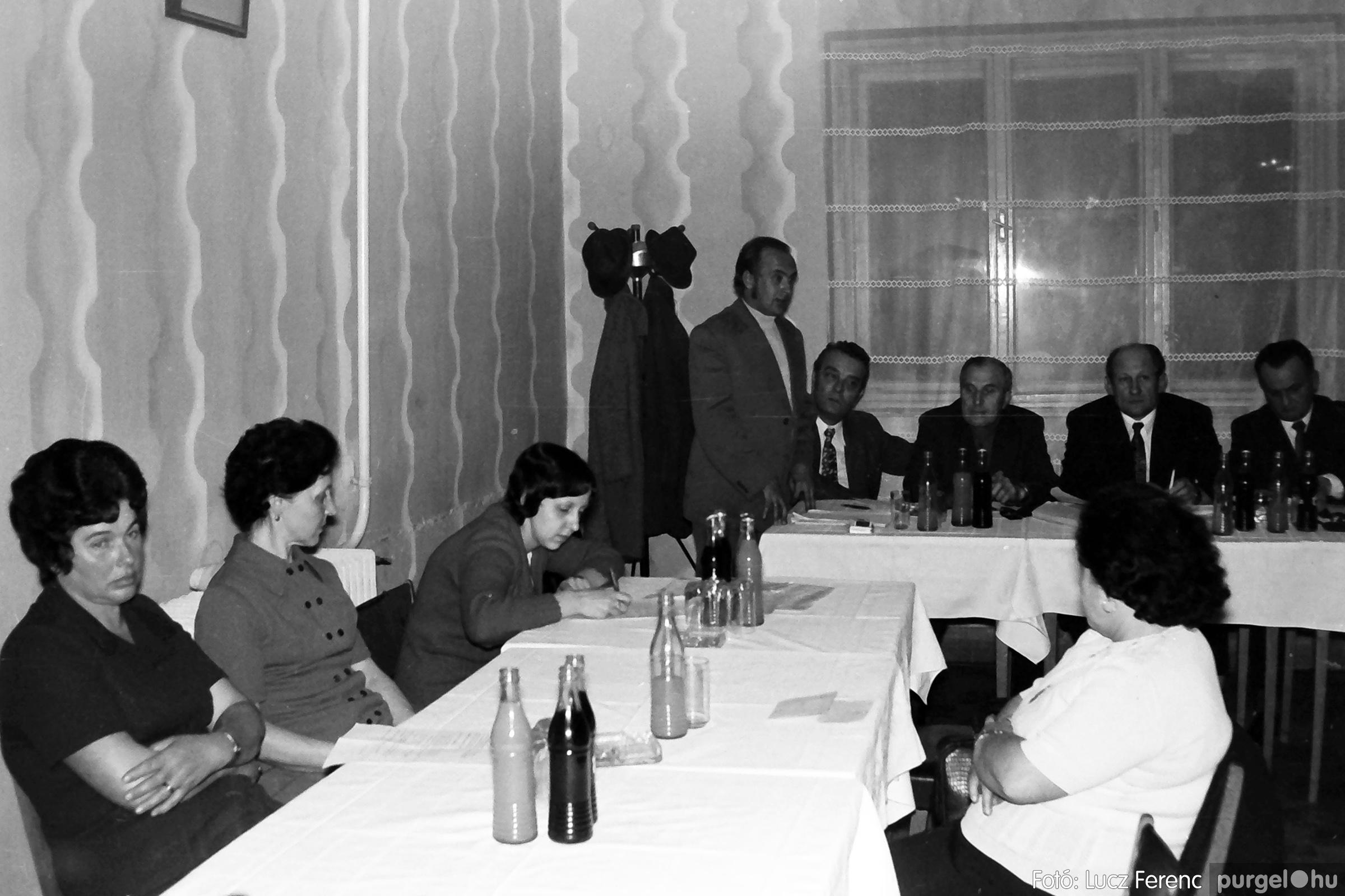 042. 1976. Összejövetel a vendéglőben 004. - Fotó: Lucz Ferenc - IMG00253q.jpg