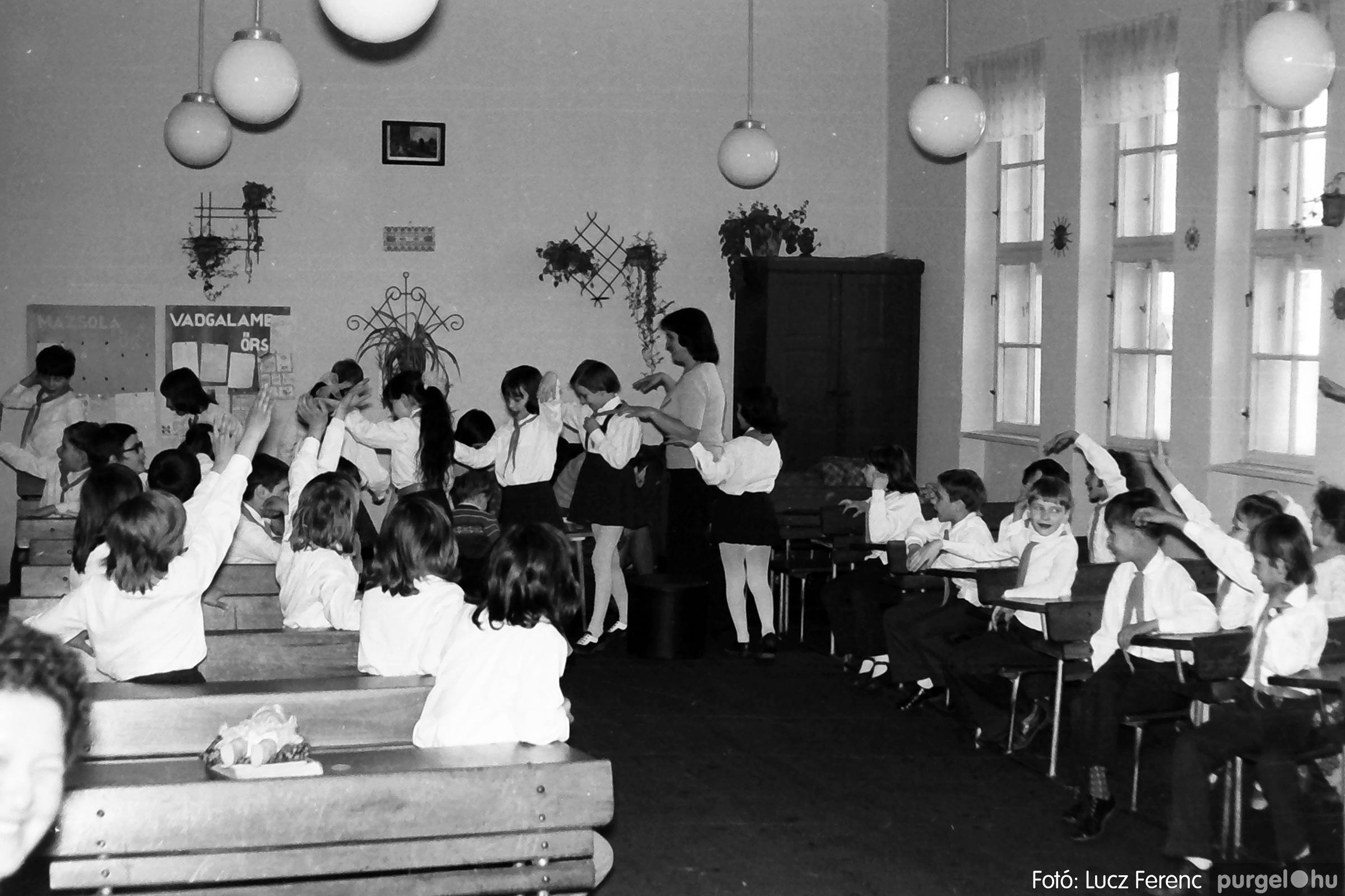 042-043. 1976. Program az újfalusi iskolában 010. - Fotó: Lucz Ferenc - IMG00247q.jpg