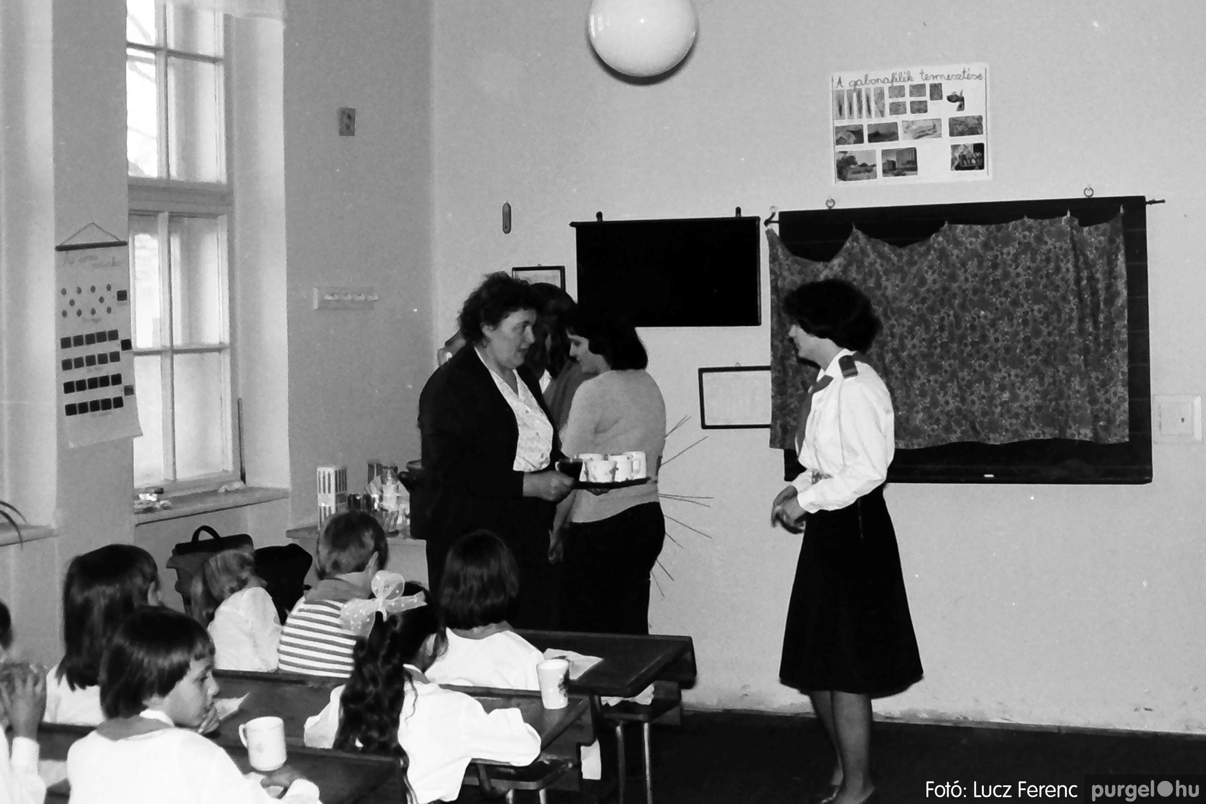 042-043. 1976. Program az újfalusi iskolában 005. - Fotó: Lucz Ferenc - IMG00242q.jpg