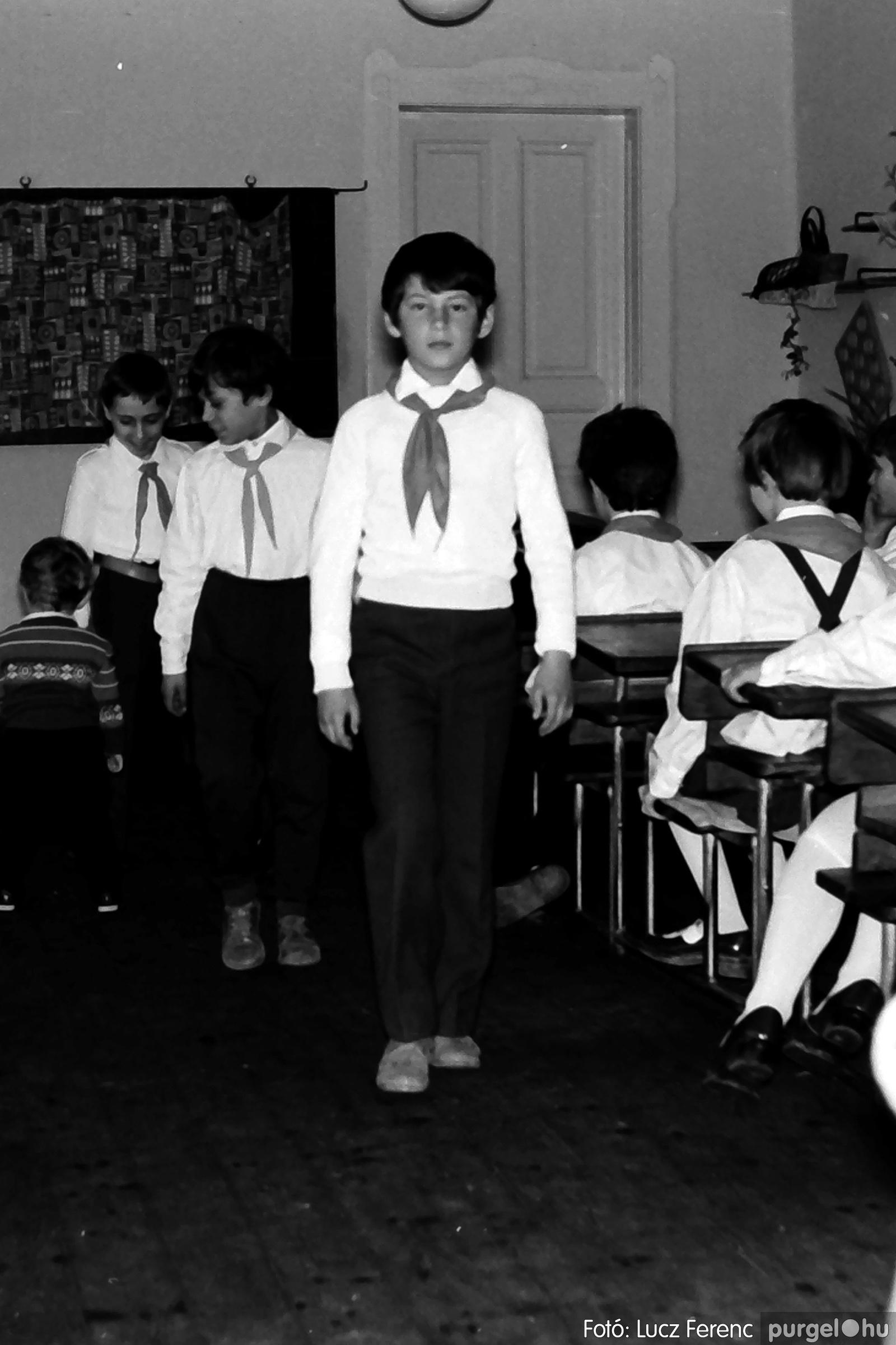 042-043. 1976. Program az újfalusi iskolában 001. - Fotó: Lucz Ferenc - IMG00238q.jpg
