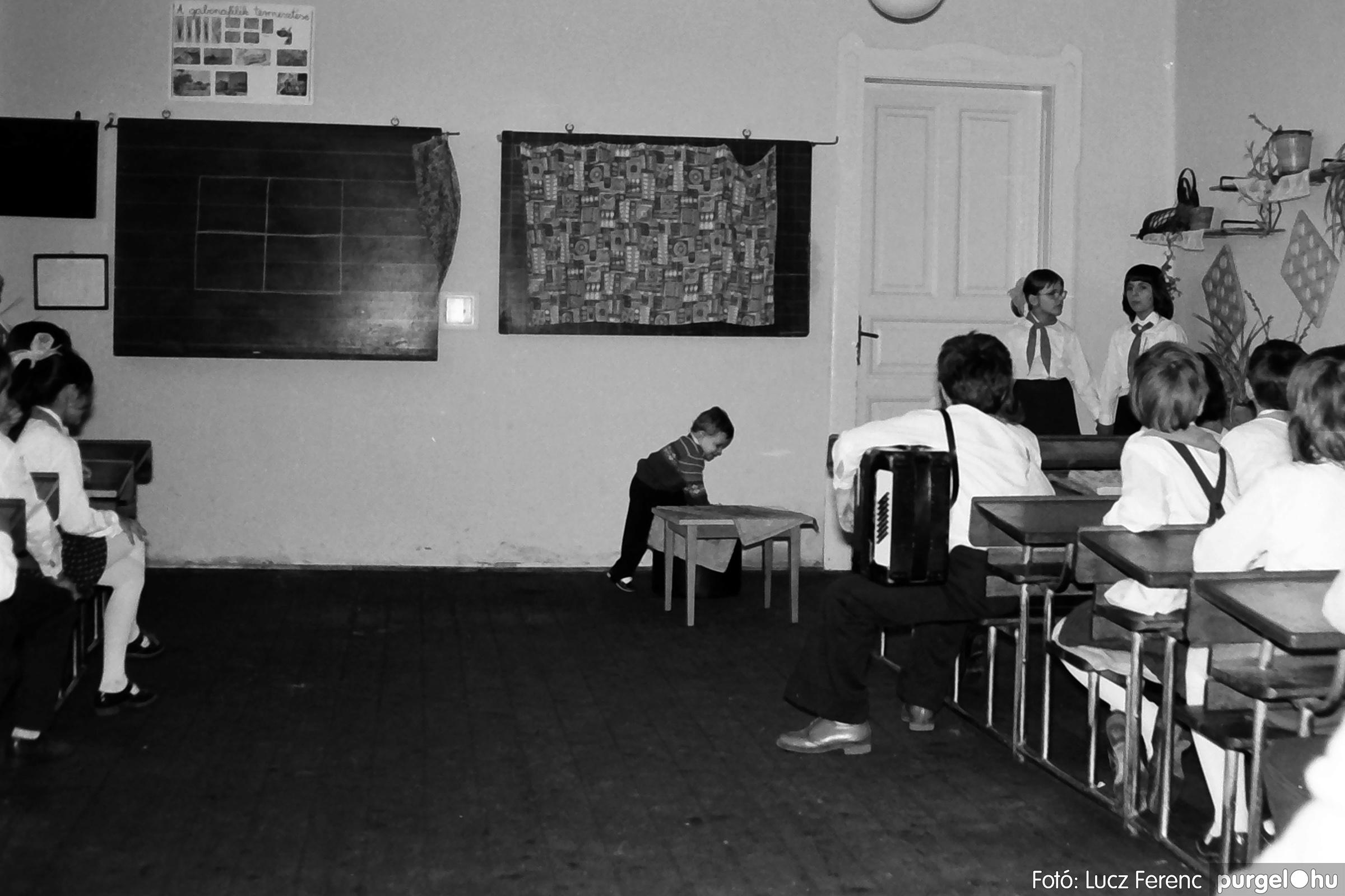 042-043. 1976. Program az újfalusi iskolában 002. - Fotó: Lucz Ferenc - IMG00239q.jpg