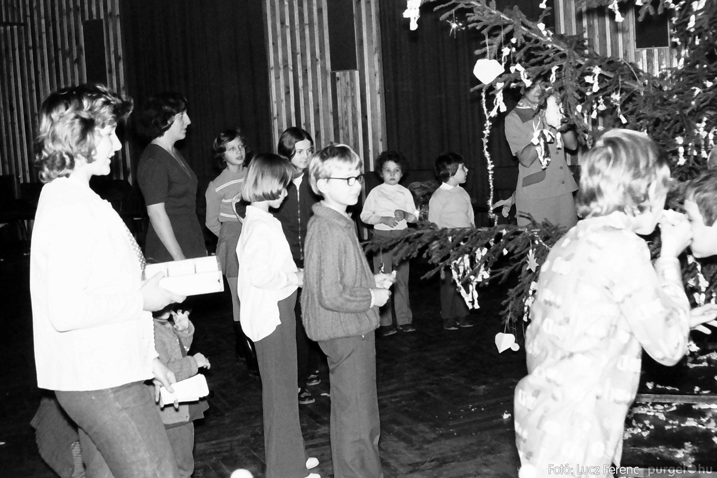 029 1975. Karácsonyi ünnepség a kultúrházban 011 - Fotó: Lucz Ferenc.jpg