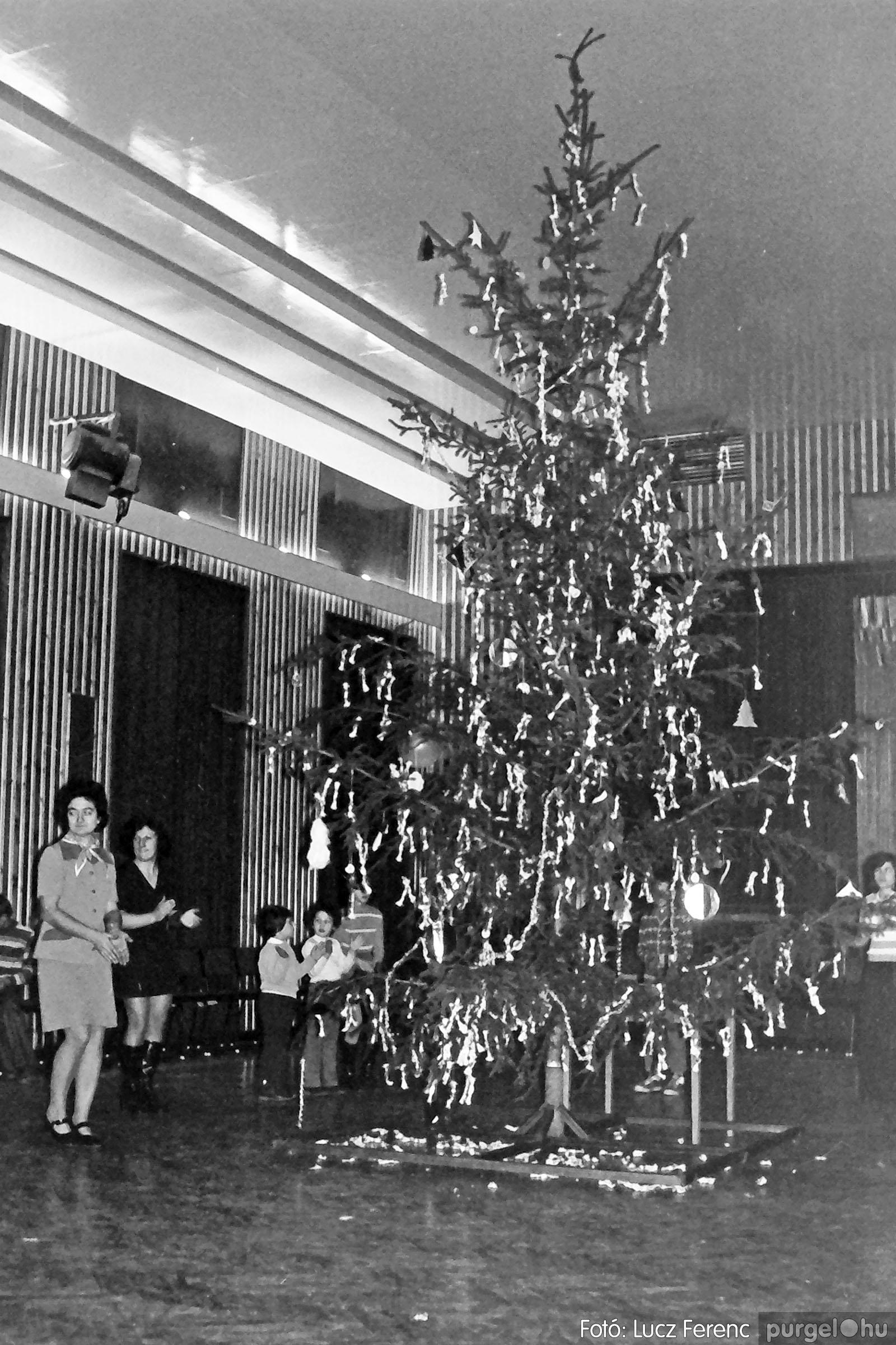 029 1975. Karácsonyi ünnepség a kultúrházban 010 - Fotó: Lucz Ferenc.jpg