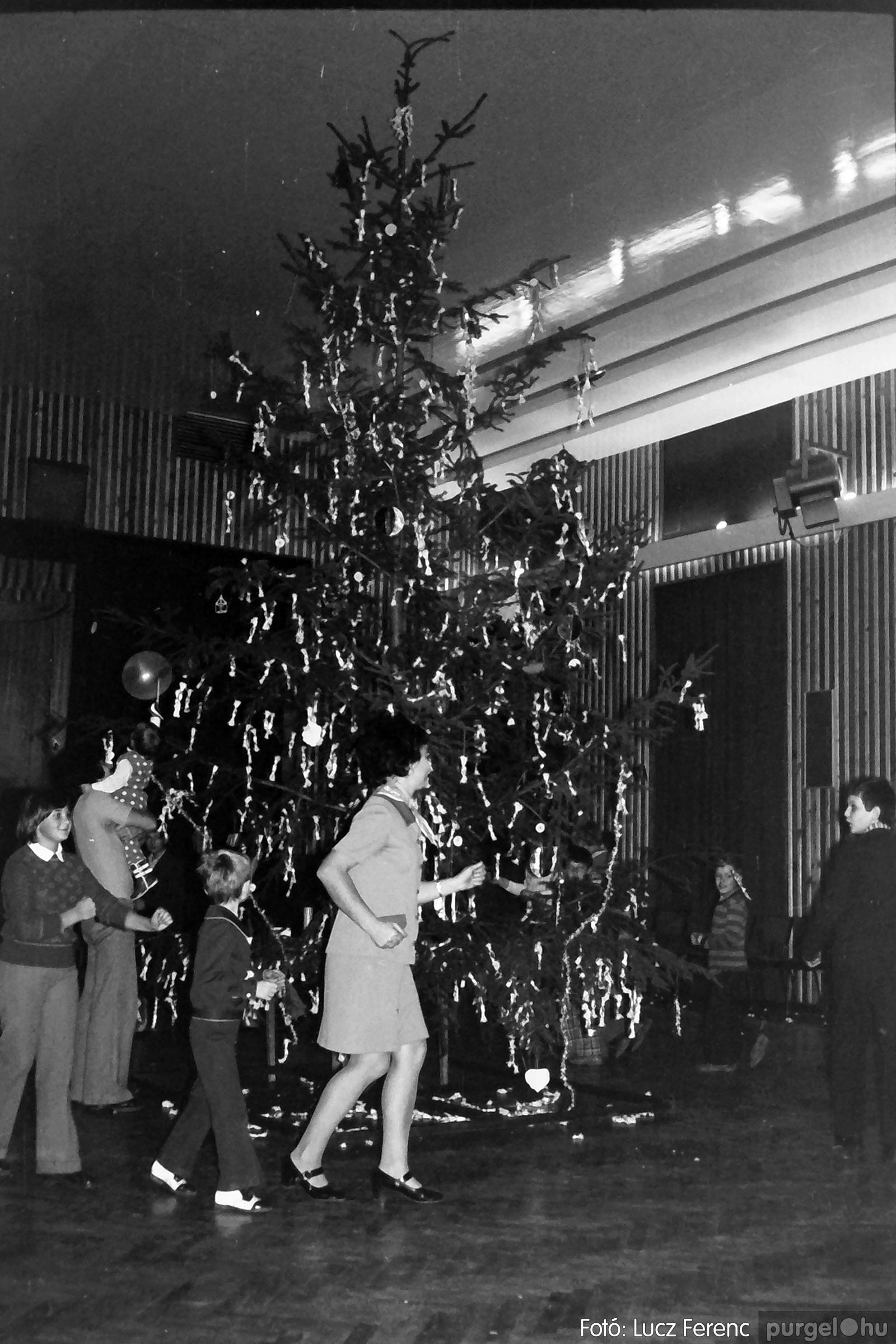 029 1975. Karácsonyi ünnepség a kultúrházban 003 - Fotó: Lucz Ferenc.jpg