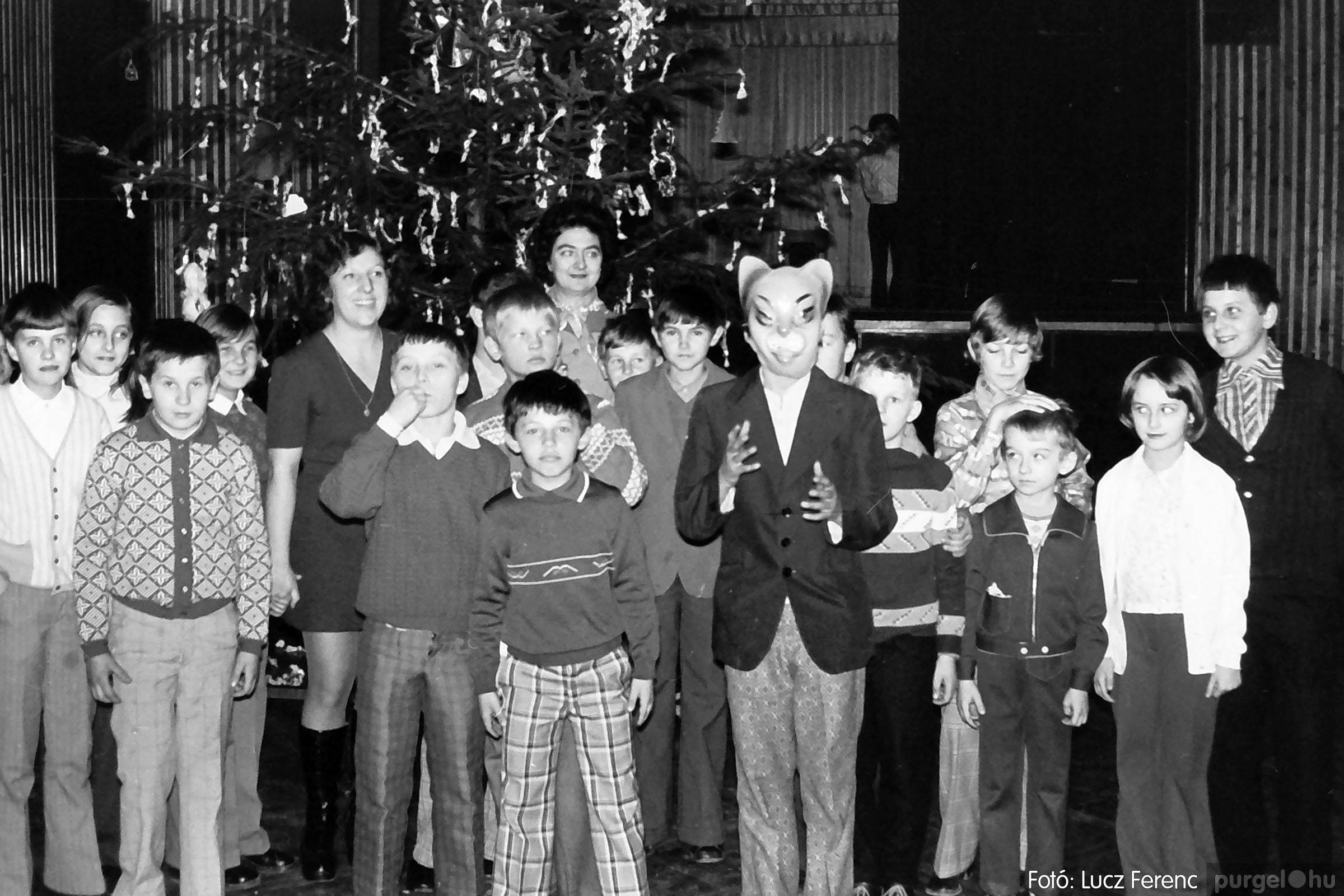 029 1975. Karácsonyi ünnepség a kultúrházban 001 - Fotó: Lucz Ferenc.jpg