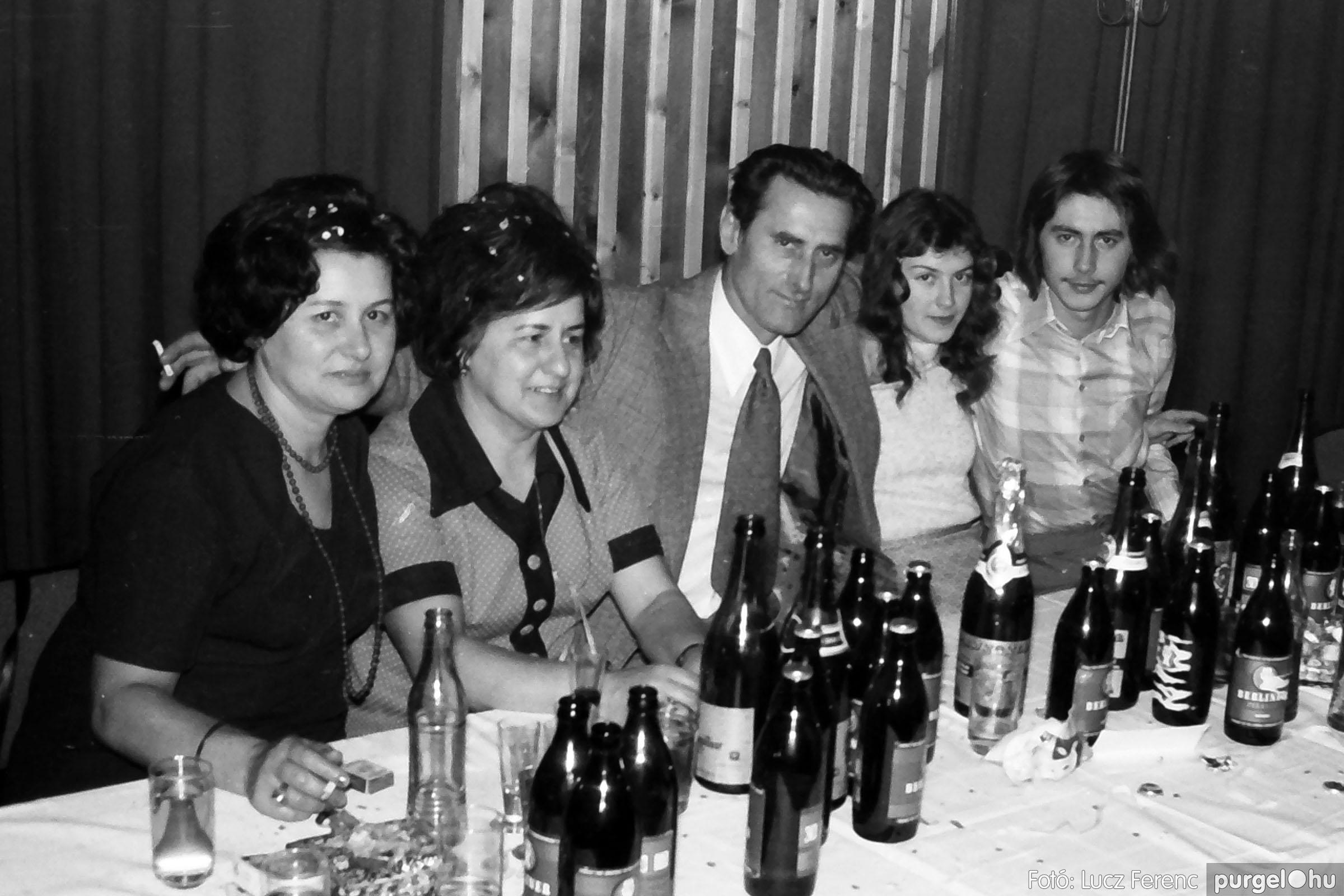 030. 1975.12.31. Szilveszter a kultúrházban 026 - Fotó: Lucz Ferenc.jpg