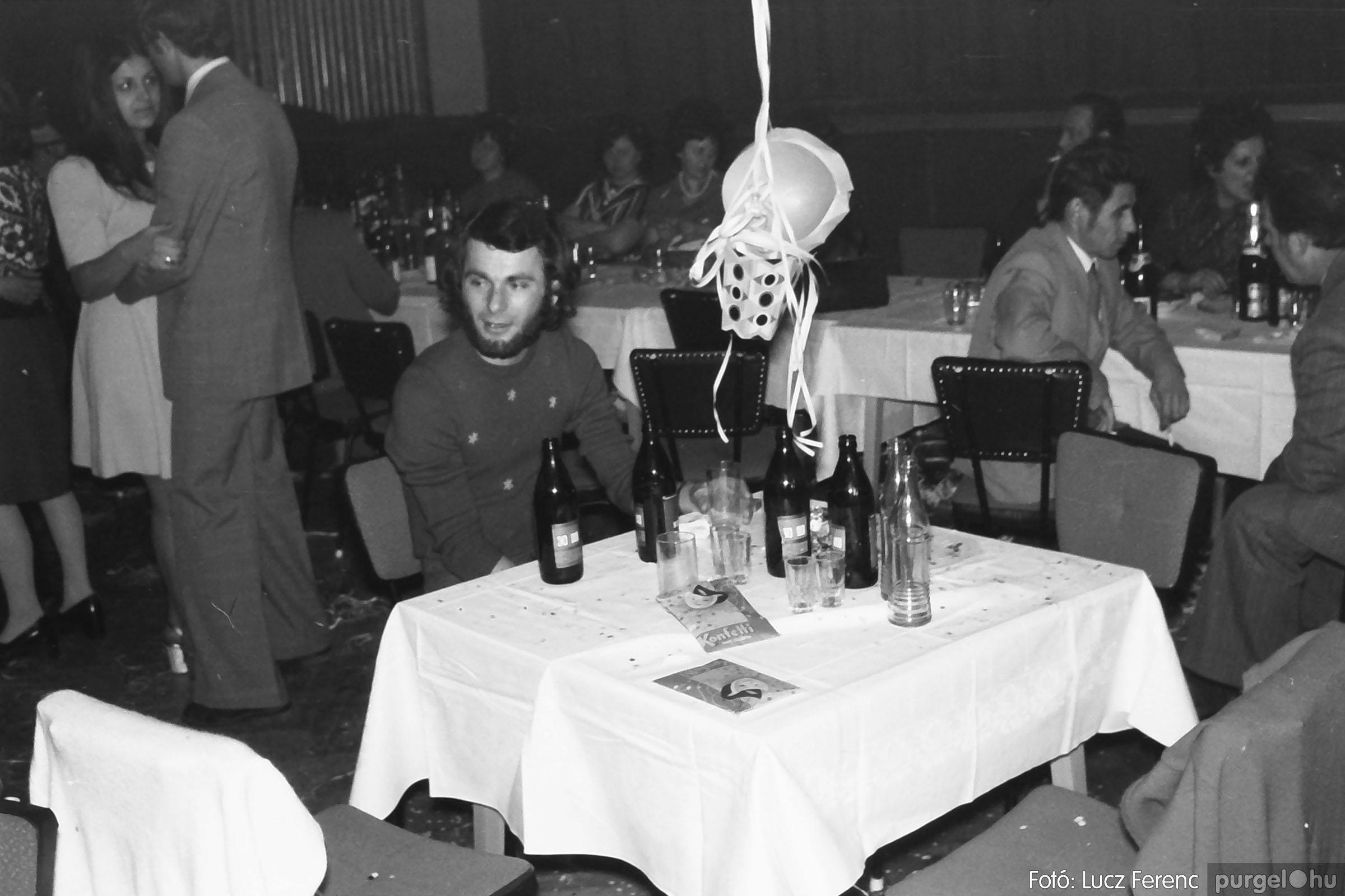 030. 1975.12.31. Szilveszter a kultúrházban 020 - Fotó: Lucz Ferenc.jpg
