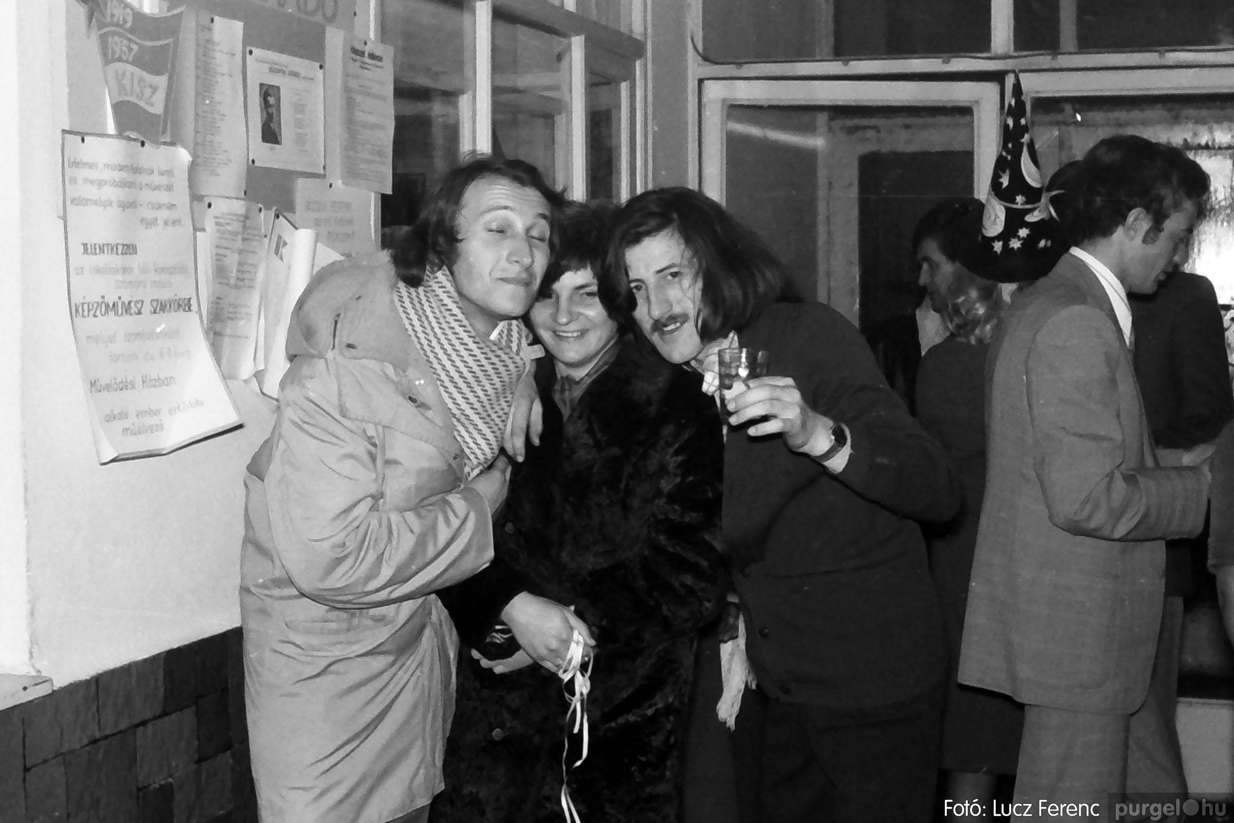 030. 1975.12.31. Szilveszter a kultúrházban 016 - Fotó: Lucz Ferenc.jpg