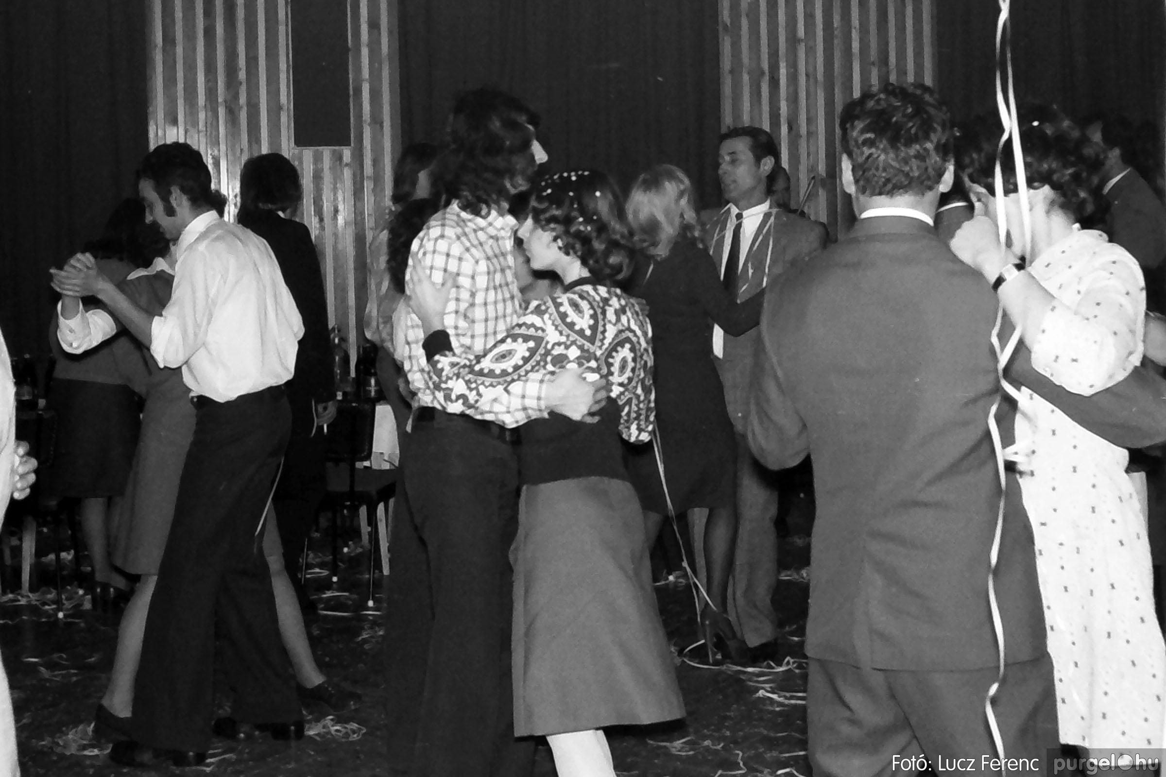 030. 1975.12.31. Szilveszter a kultúrházban 014 - Fotó: Lucz Ferenc.jpg