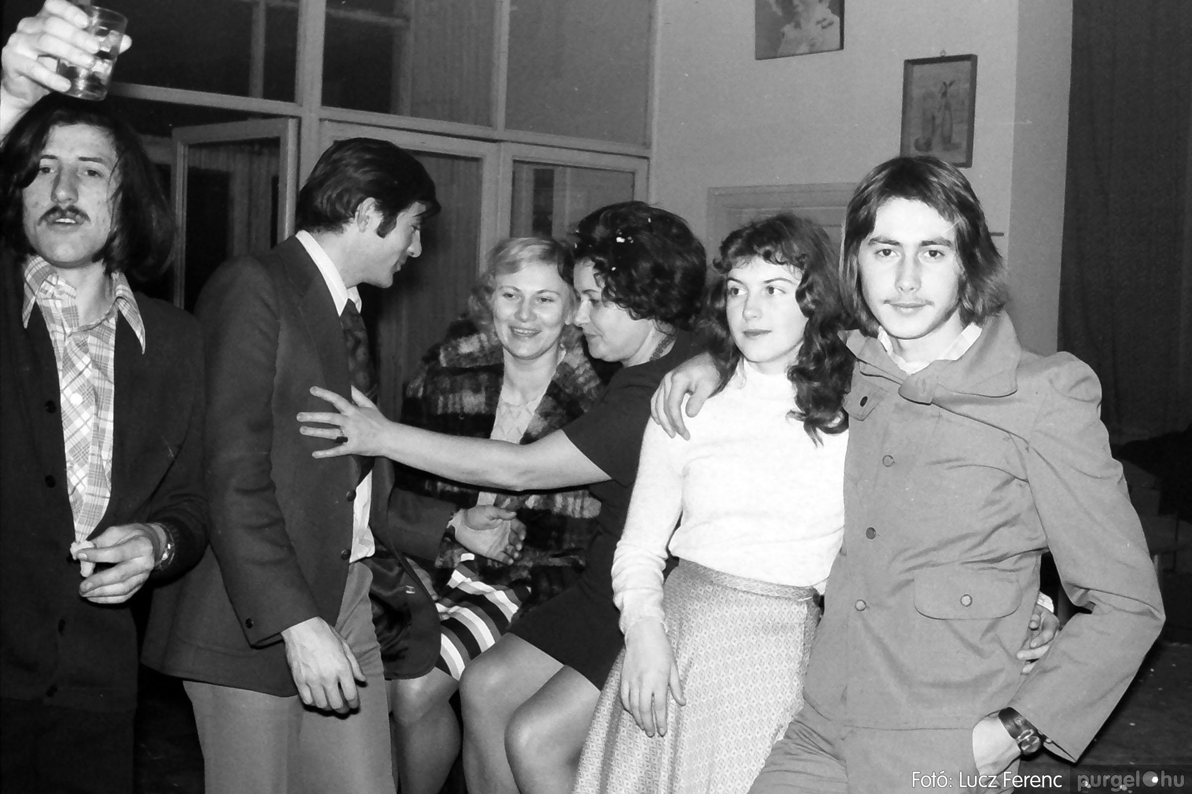 030. 1975.12.31. Szilveszter a kultúrházban 015 - Fotó: Lucz Ferenc.jpg