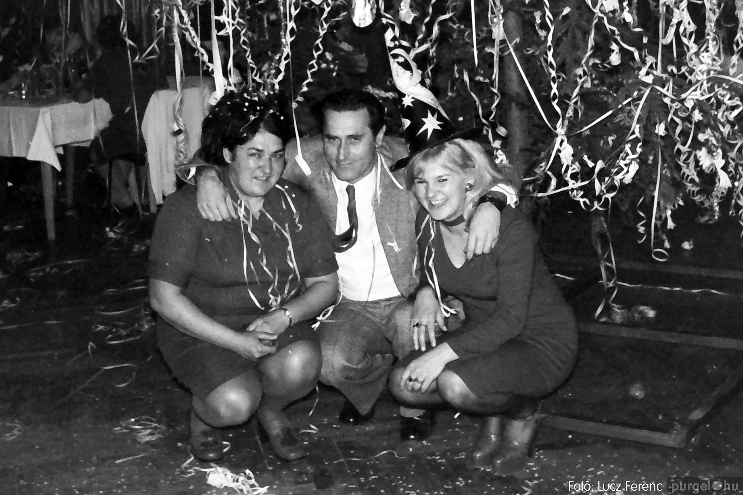 030. 1975.12.31. Szilveszter a kultúrházban 006 - Fotó: Lucz Ferenc.jpg