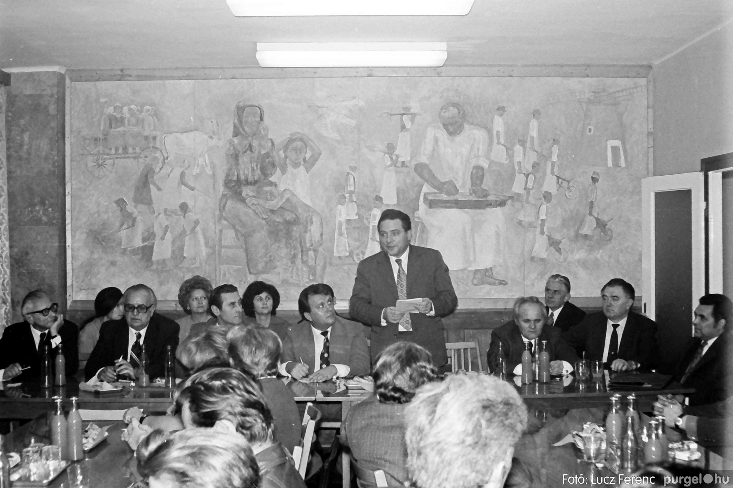 031. 1976. Rendezvény a pártházban 005 - Fotó: Lucz Ferenc.jpg