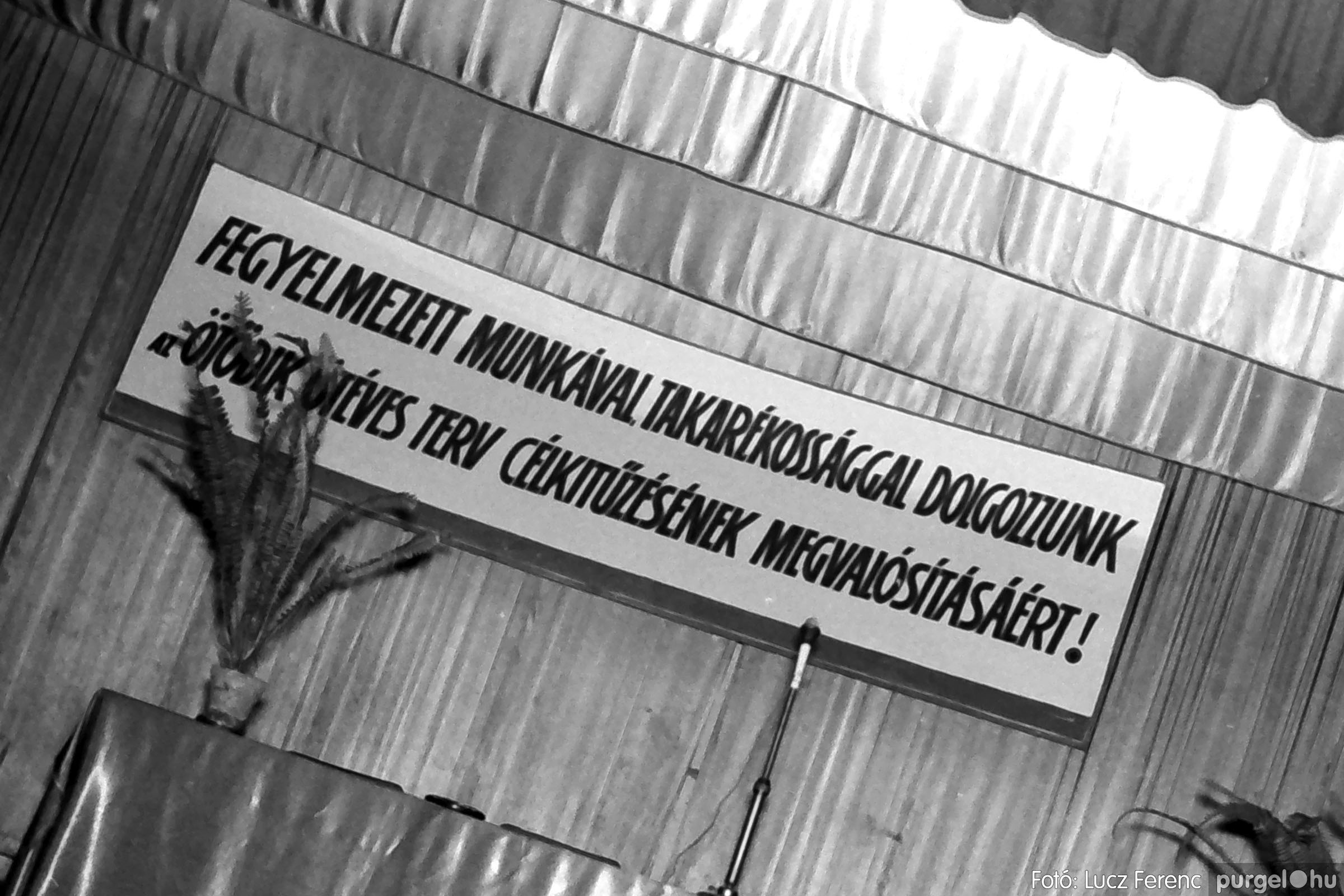 032. 1976. Az ötödik ötéves tervért... 003 - Fotó: Lucz Ferenc - IMG00181q.jpg