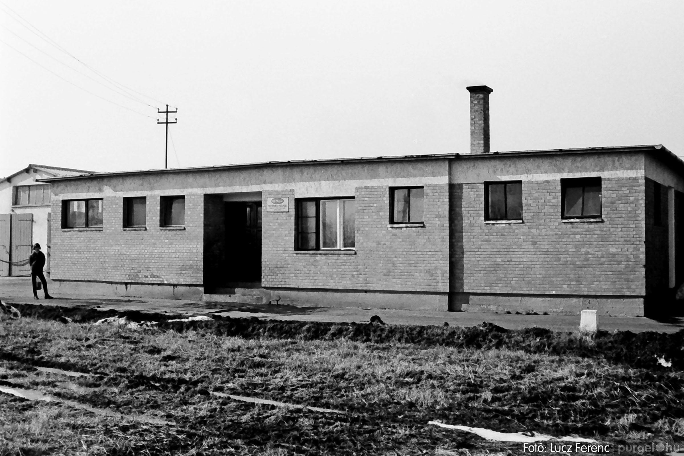 033-034. 1976. Élet a sápi tehenészetben 029 - Fotó: Lucz Ferenc.jpg