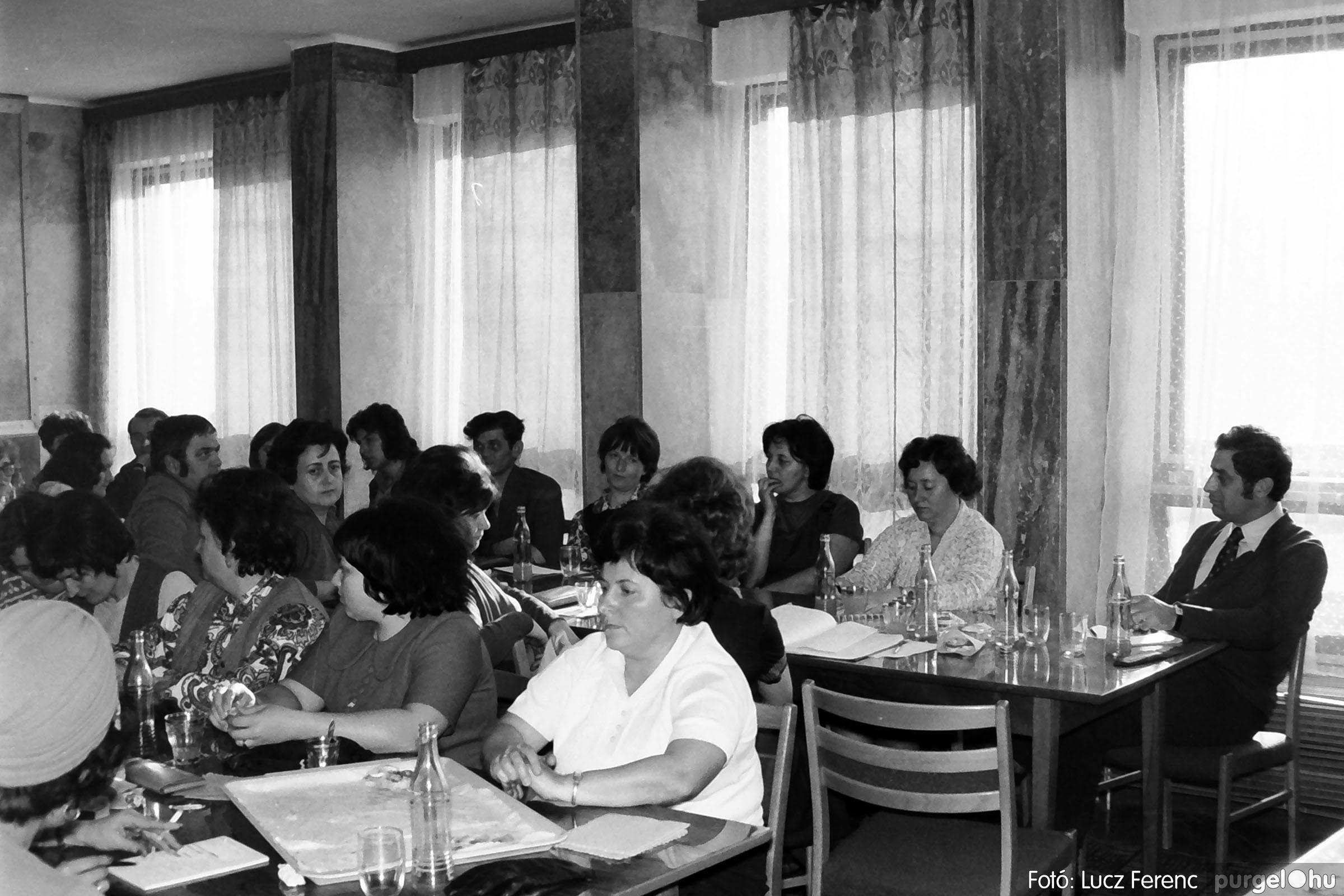 036. 1976. Tanácskozás a pártházban 005 - Fotó: Lucz Ferenc.jpg