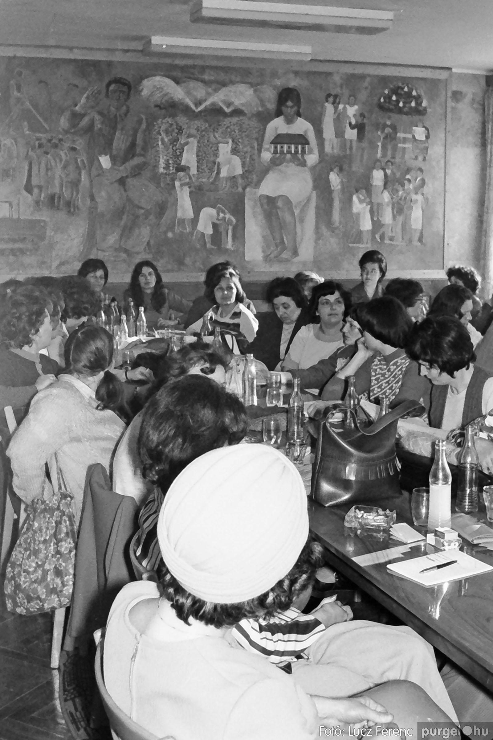 036. 1976. Tanácskozás a pártházban 002 - Fotó: Lucz Ferenc.jpg