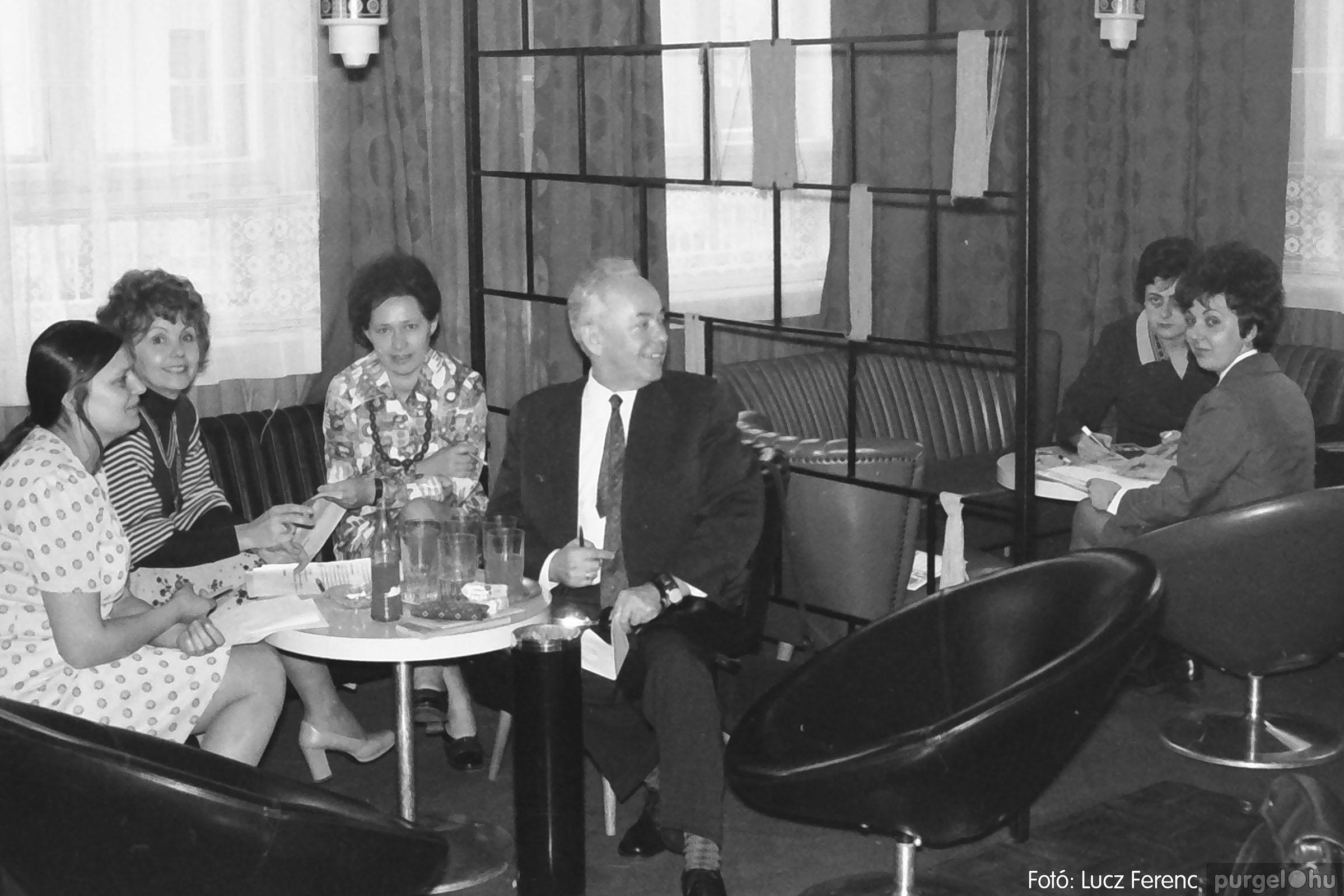 036-037. 1976. Diákprogram a kultúrházban 034 - Fotó: Lucz Ferenc.jpg