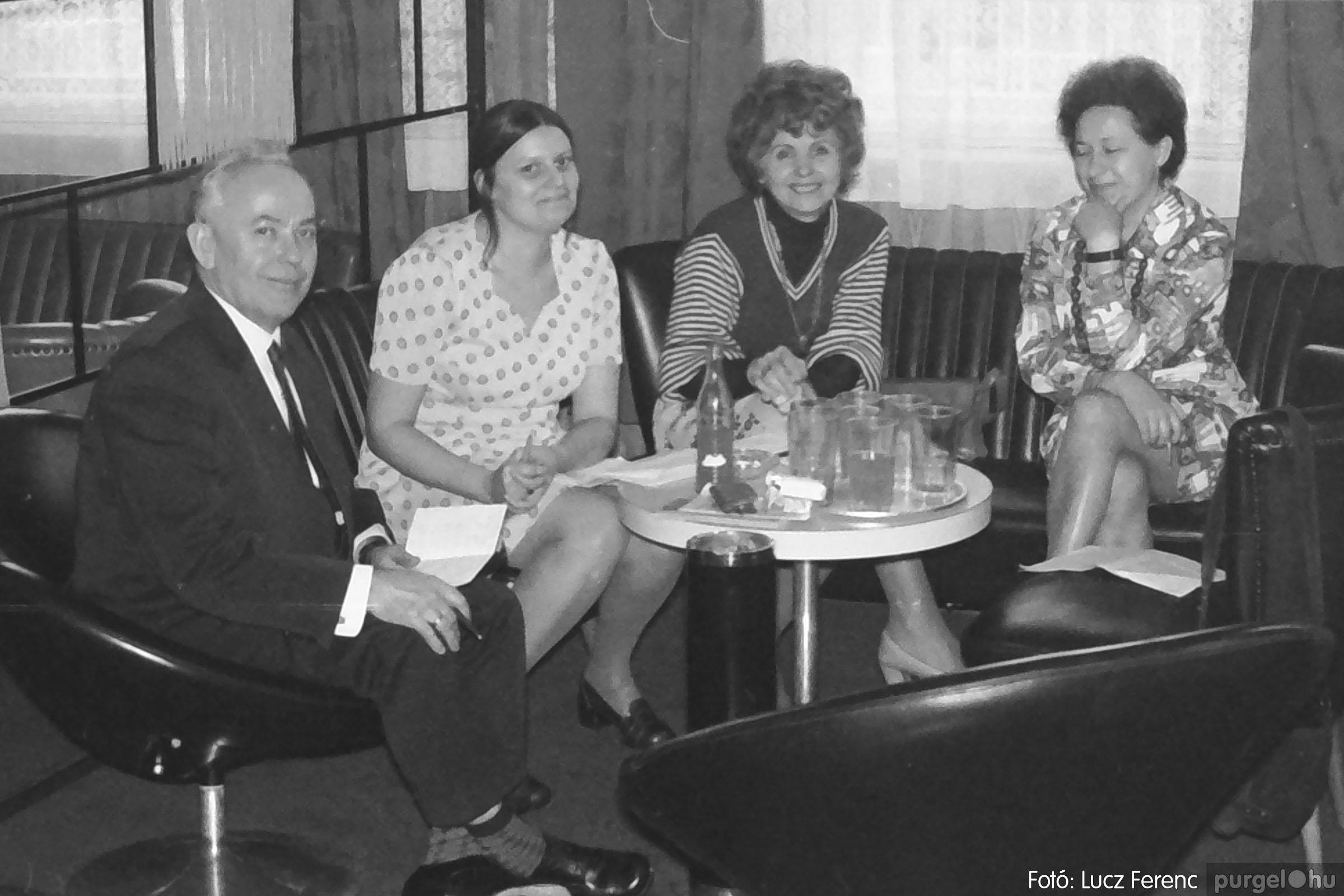 036-037. 1976. Diákprogram a kultúrházban 035 - Fotó: Lucz Ferenc.jpg