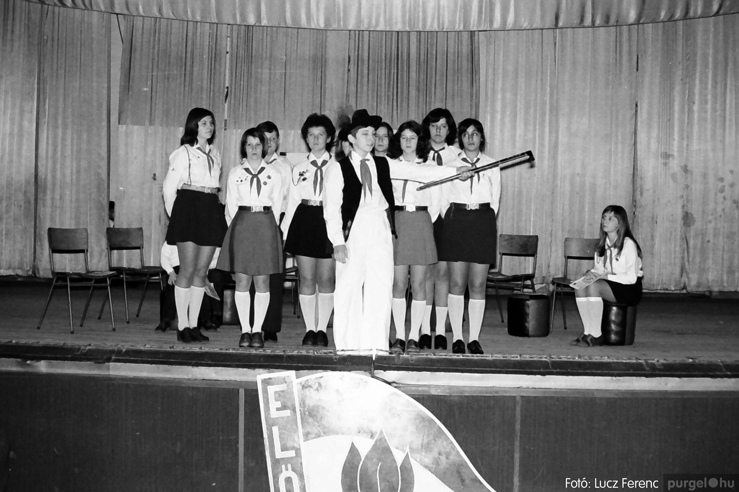 036-037. 1976. Diákprogram a kultúrházban 020 - Fotó: Lucz Ferenc.jpg