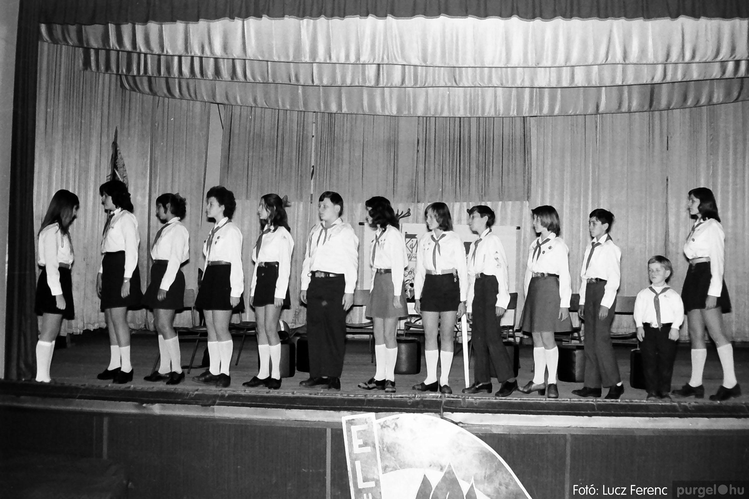 036-037. 1976. Diákprogram a kultúrházban 018 - Fotó: Lucz Ferenc.jpg
