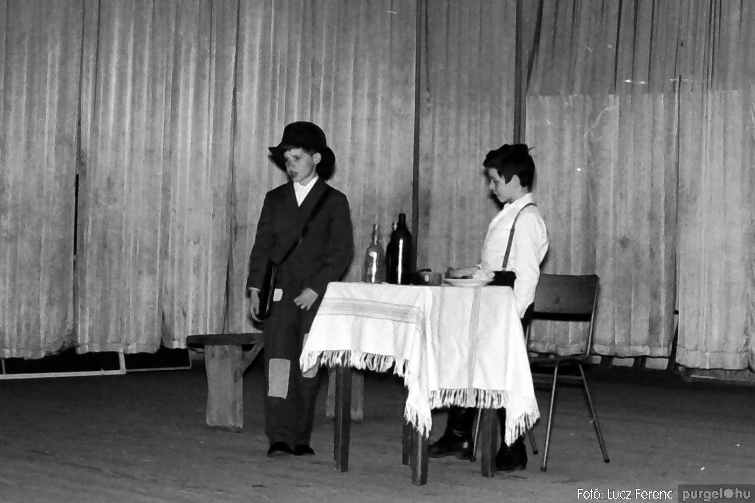 036-037. 1976. Diákprogram a kultúrházban 007 - Fotó: Lucz Ferenc.jpg
