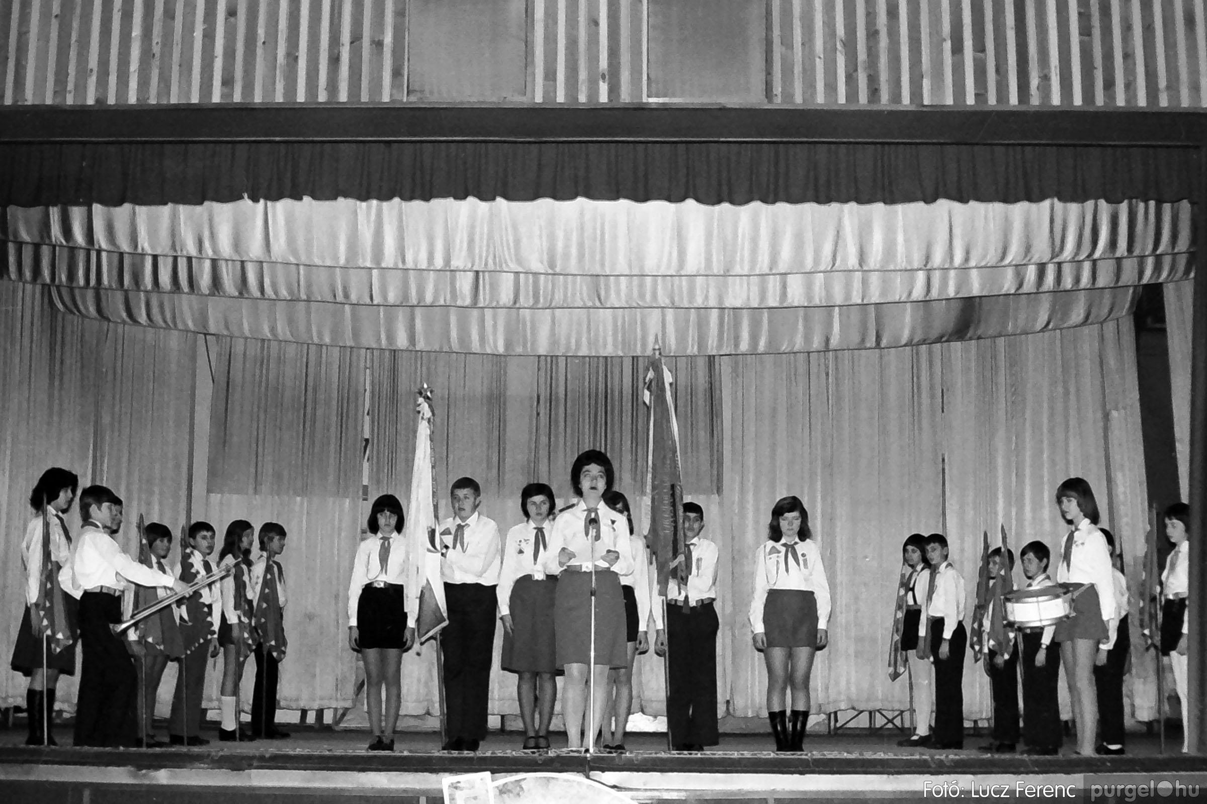 036-037. 1976. Diákprogram a kultúrházban 004 - Fotó: Lucz Ferenc.jpg