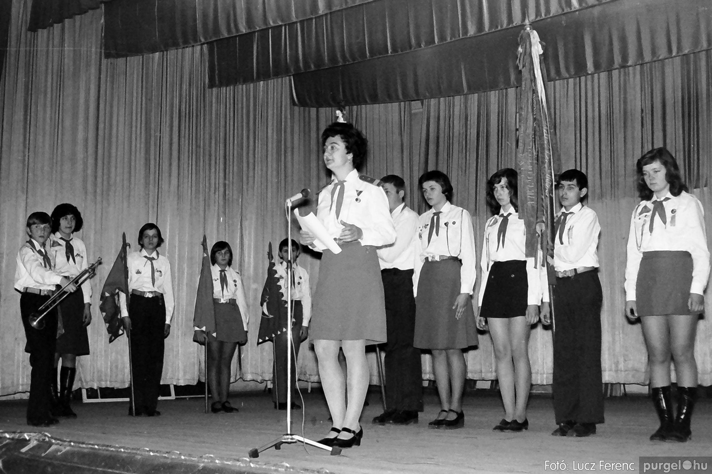 036-037. 1976. Diákprogram a kultúrházban 003 - Fotó: Lucz Ferenc.jpg