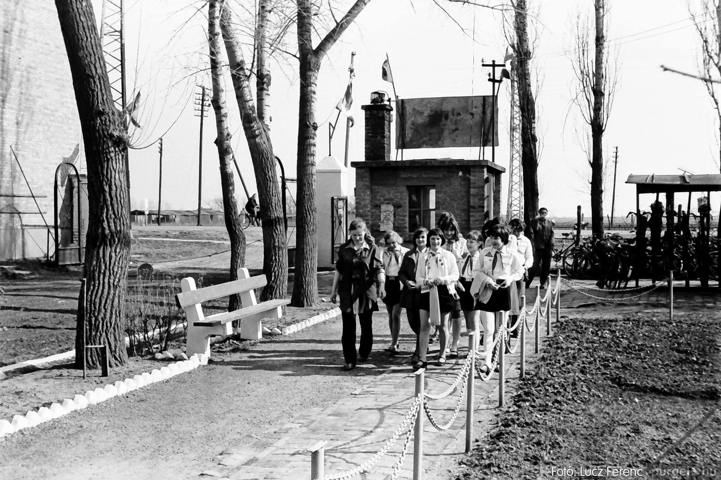 038. 1976. Ünnepség a kendergyárban 001. - Fotó: Lucz Ferenc.jpg