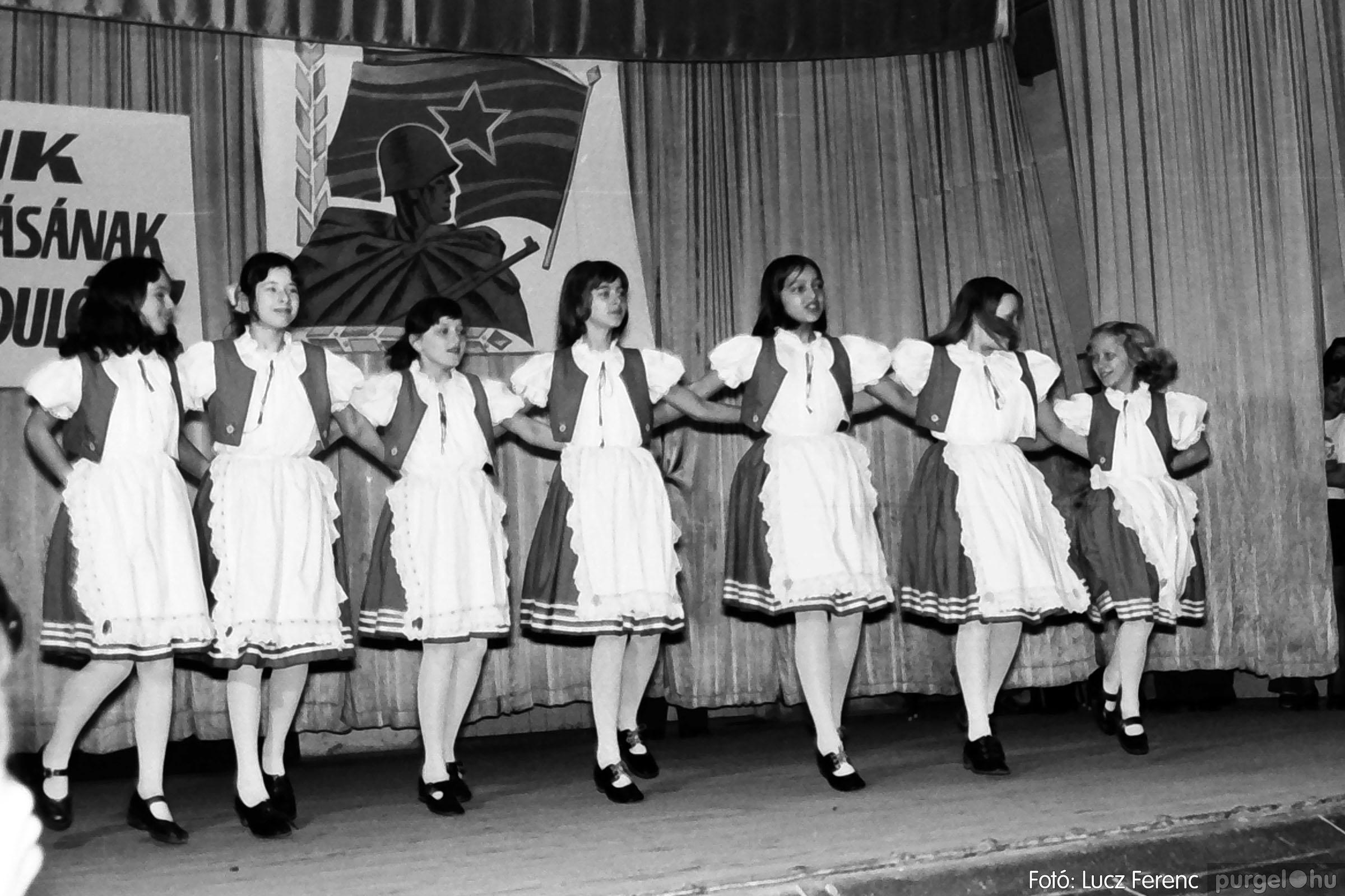 039. 1976.04.04. Április 4-i ünnepség a kultúrházban 029. - Fotó: Lucz Ferenc.jpg