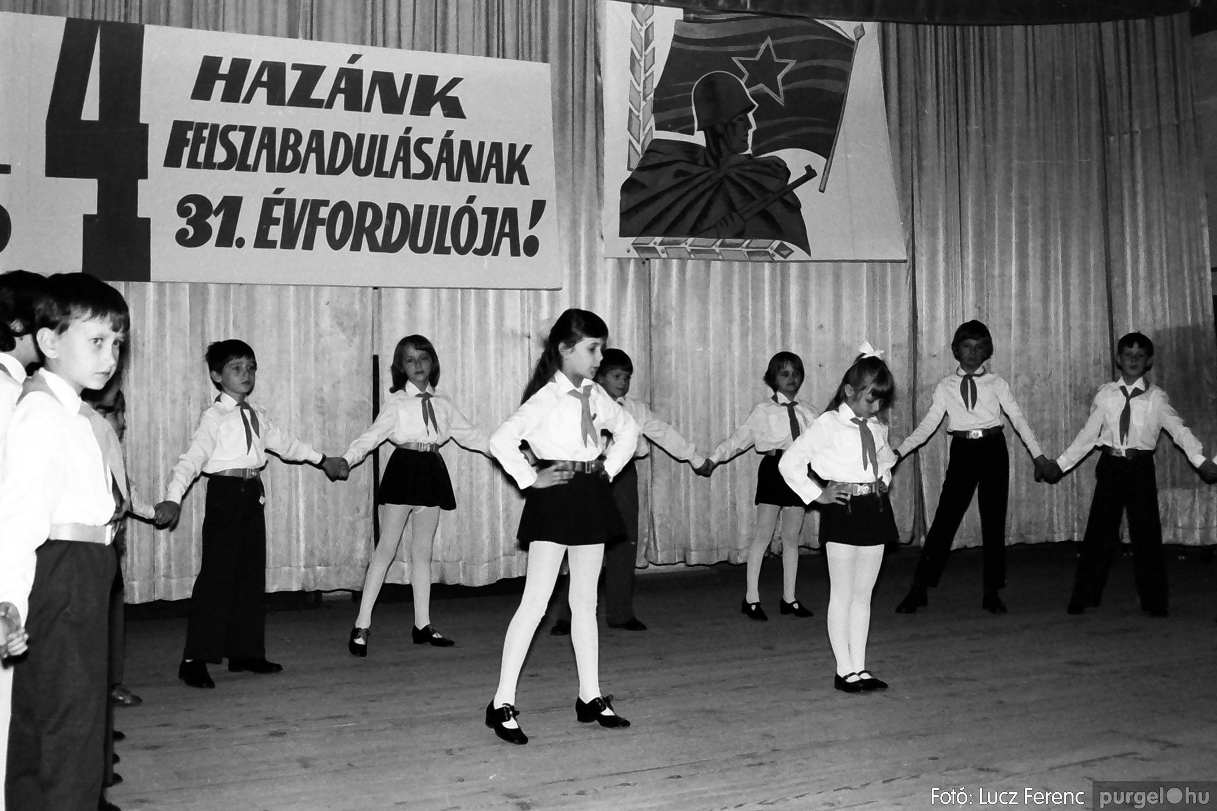 039. 1976.04.04. Április 4-i ünnepség a kultúrházban 026. - Fotó: Lucz Ferenc.jpg