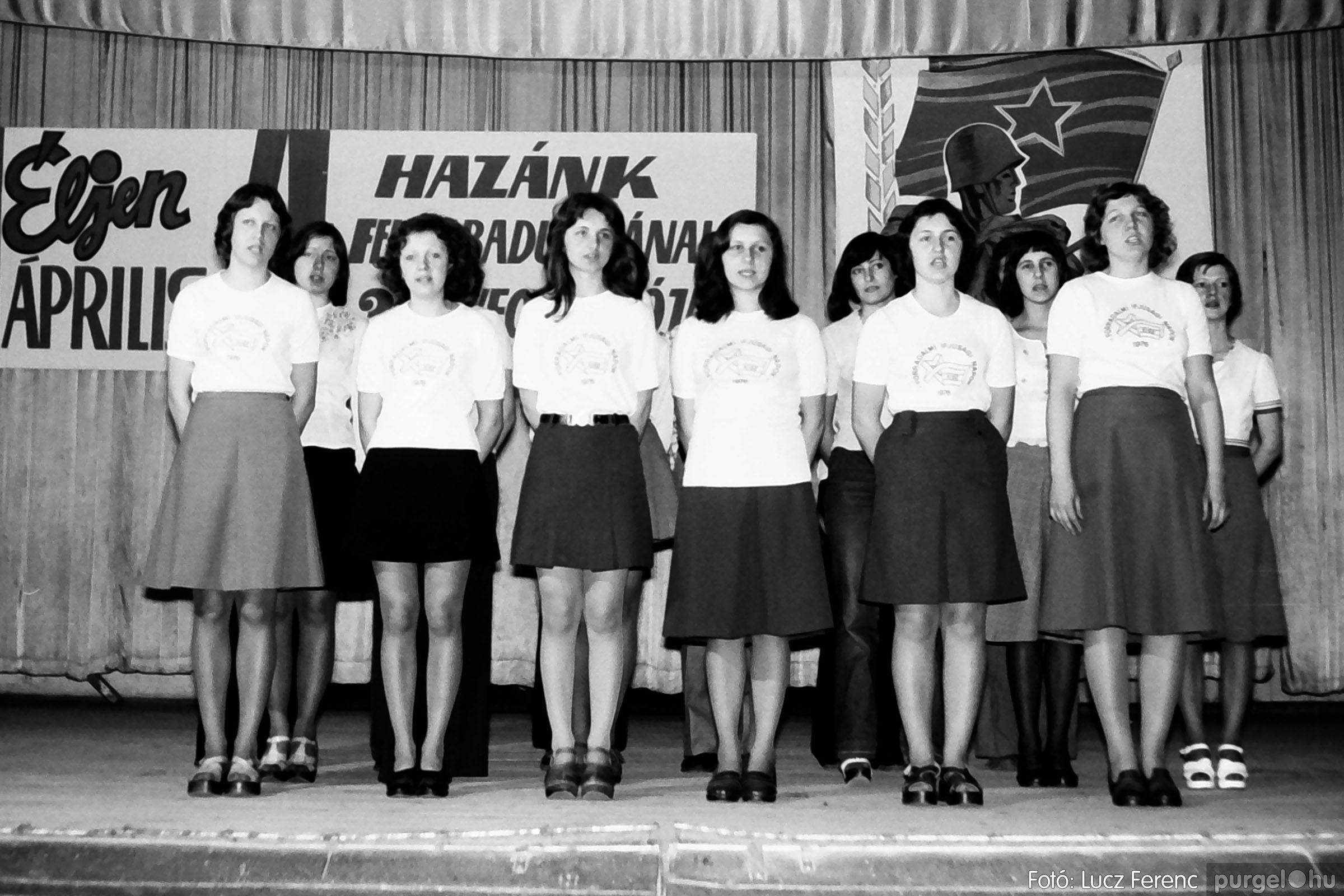 039. 1976.04.04. Április 4-i ünnepség a kultúrházban 020. - Fotó: Lucz Ferenc.jpg