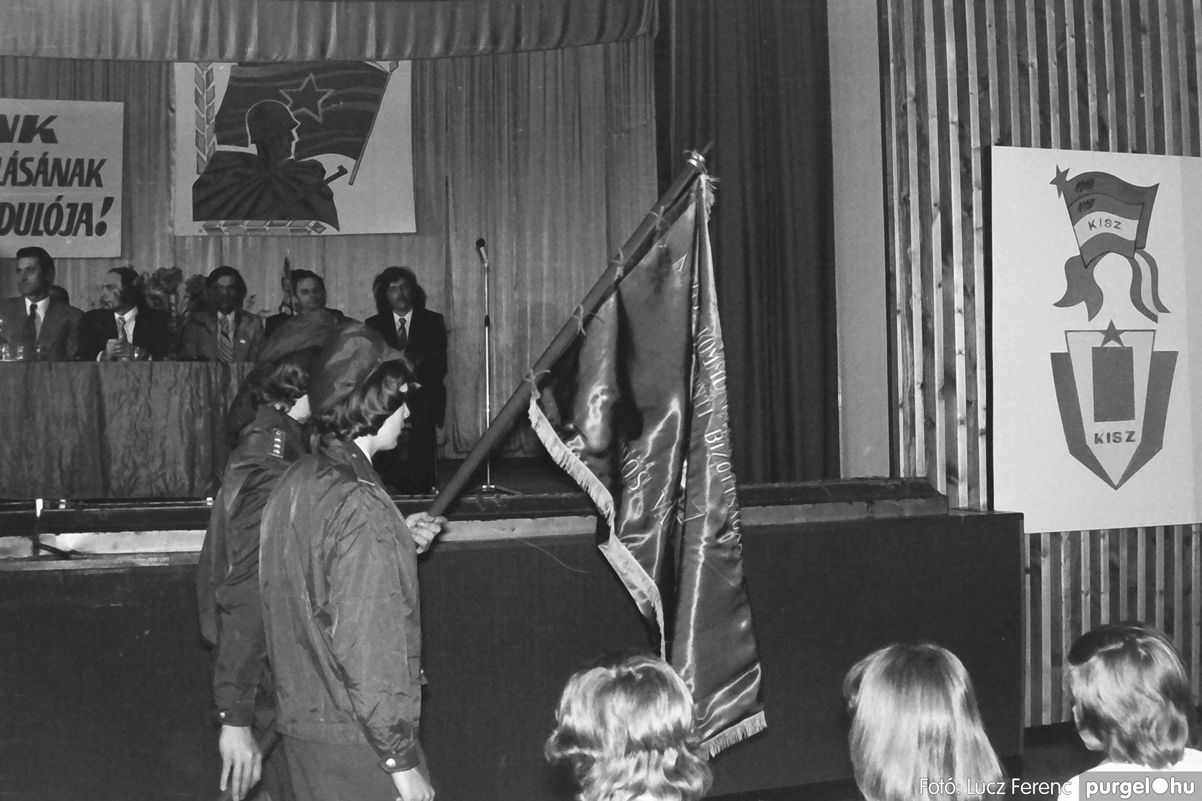 039. 1976.04.04. Április 4-i ünnepség a kultúrházban 010. - Fotó: Lucz Ferenc.jpg